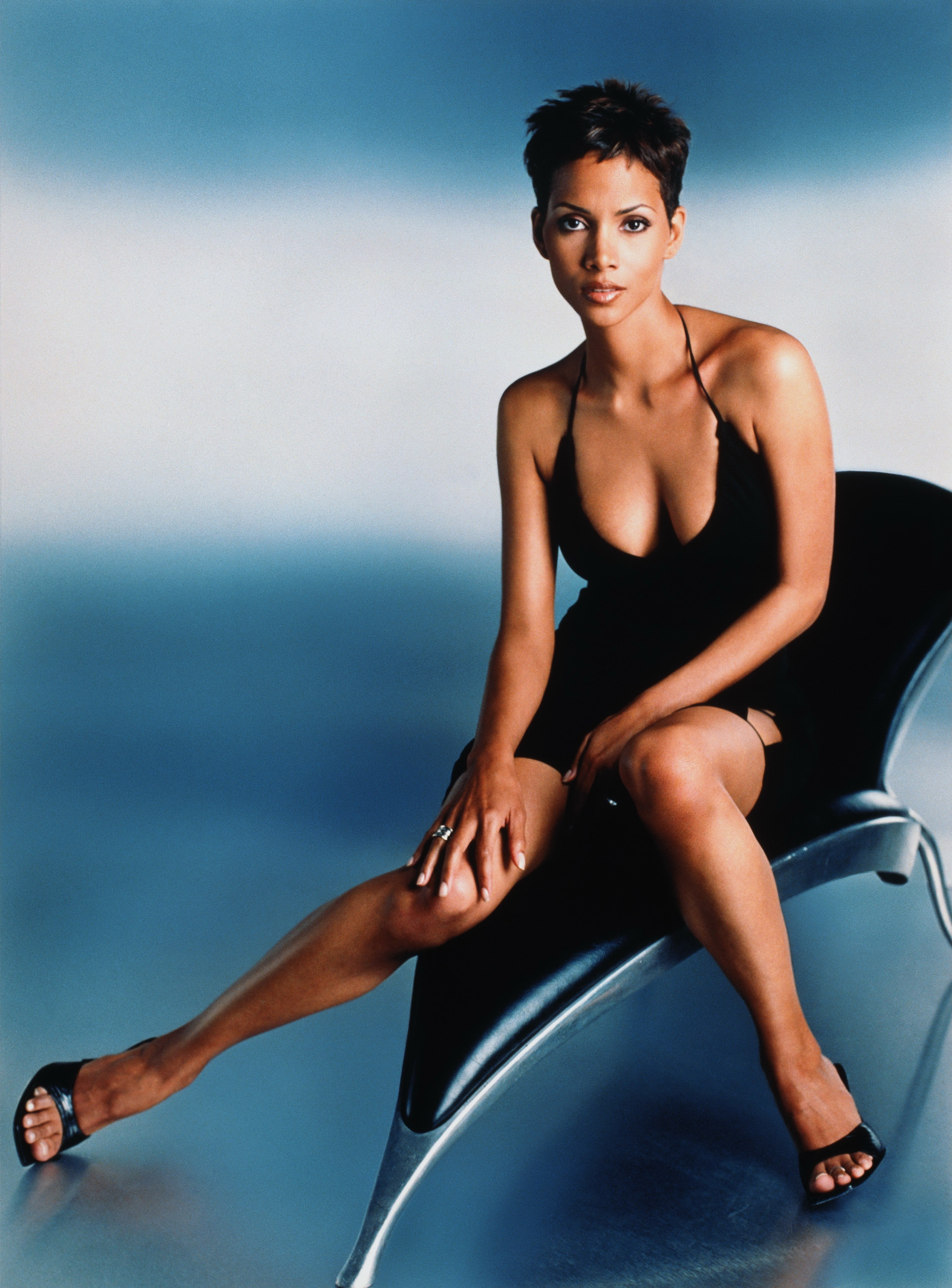 Actress Celebrity Halle Berry HD Wallpaper