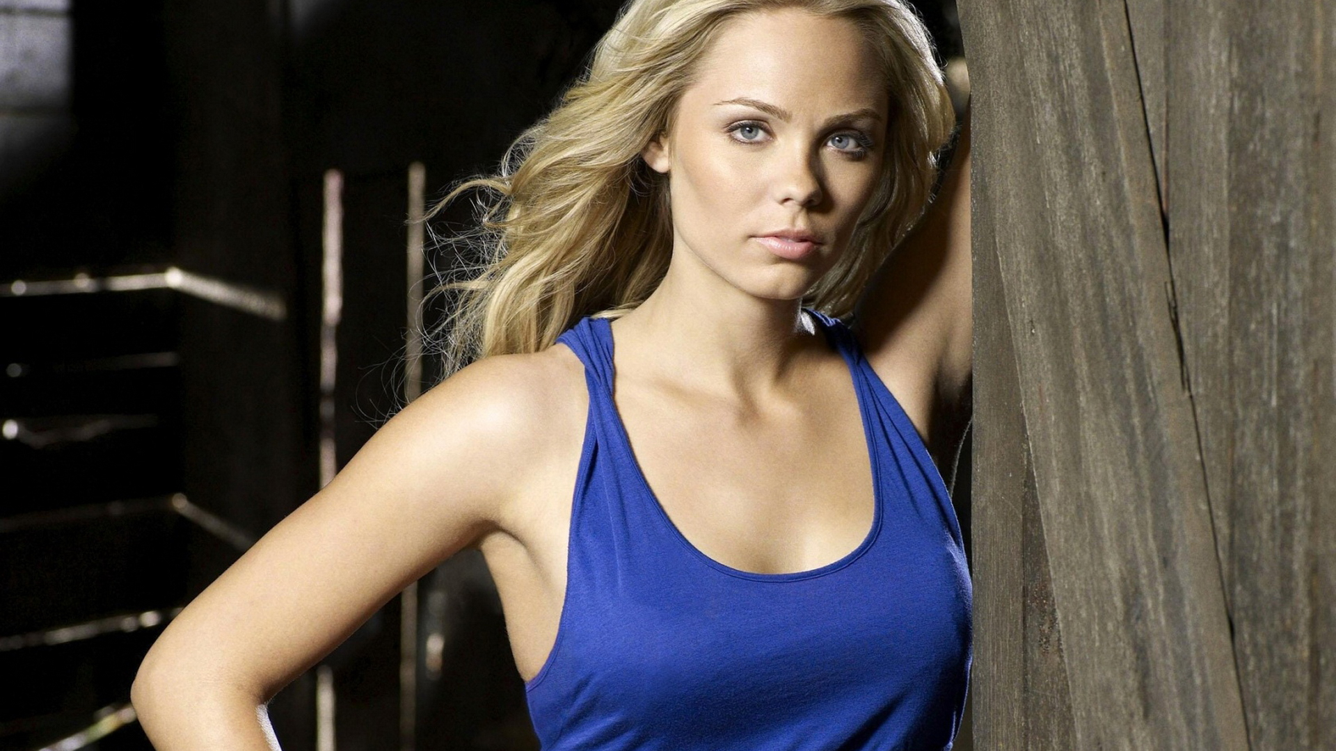 Actress Laura Vandervoort Smallville HD Wallpaper