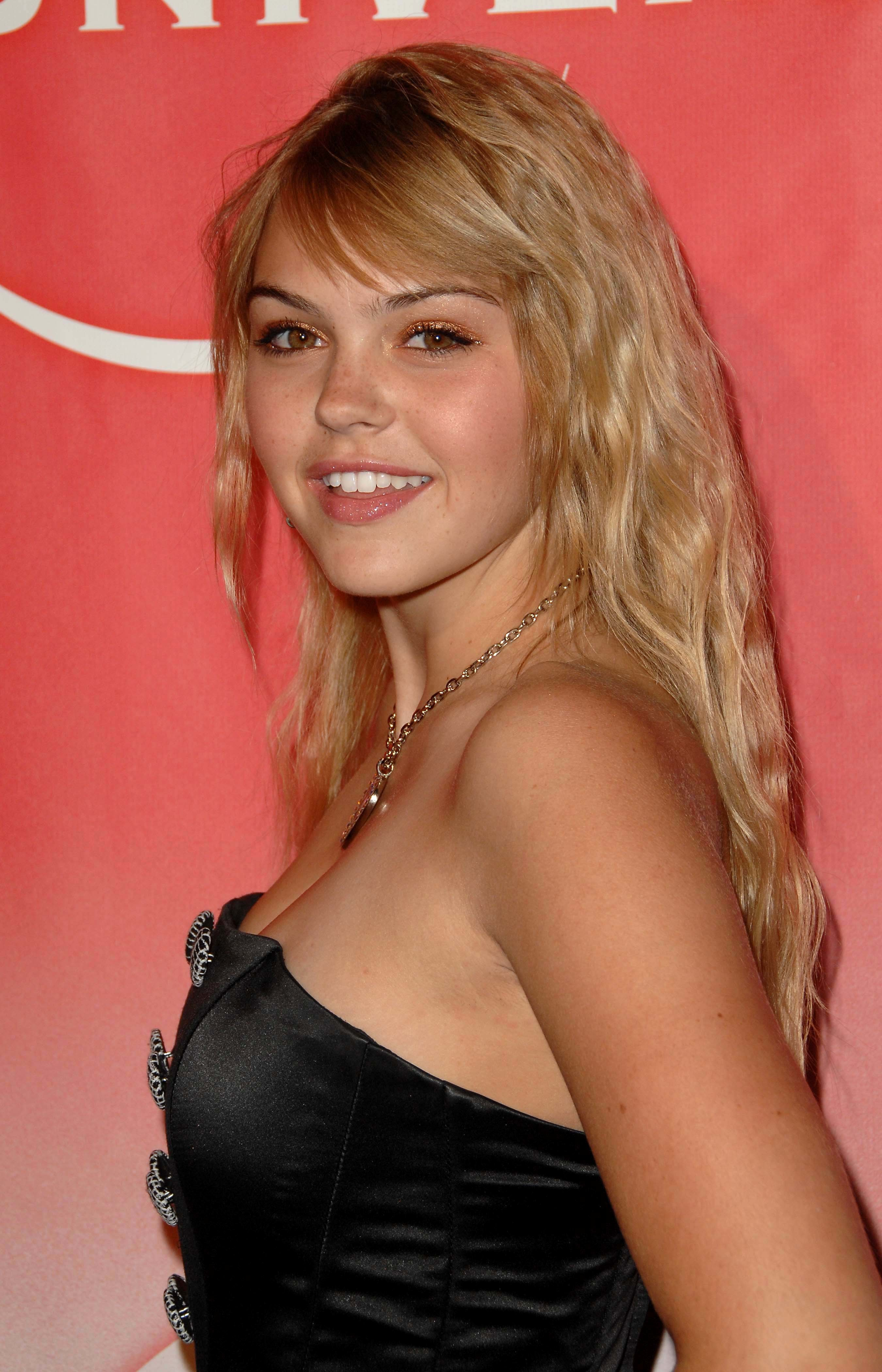 aimee teegarden HD Wallpaper