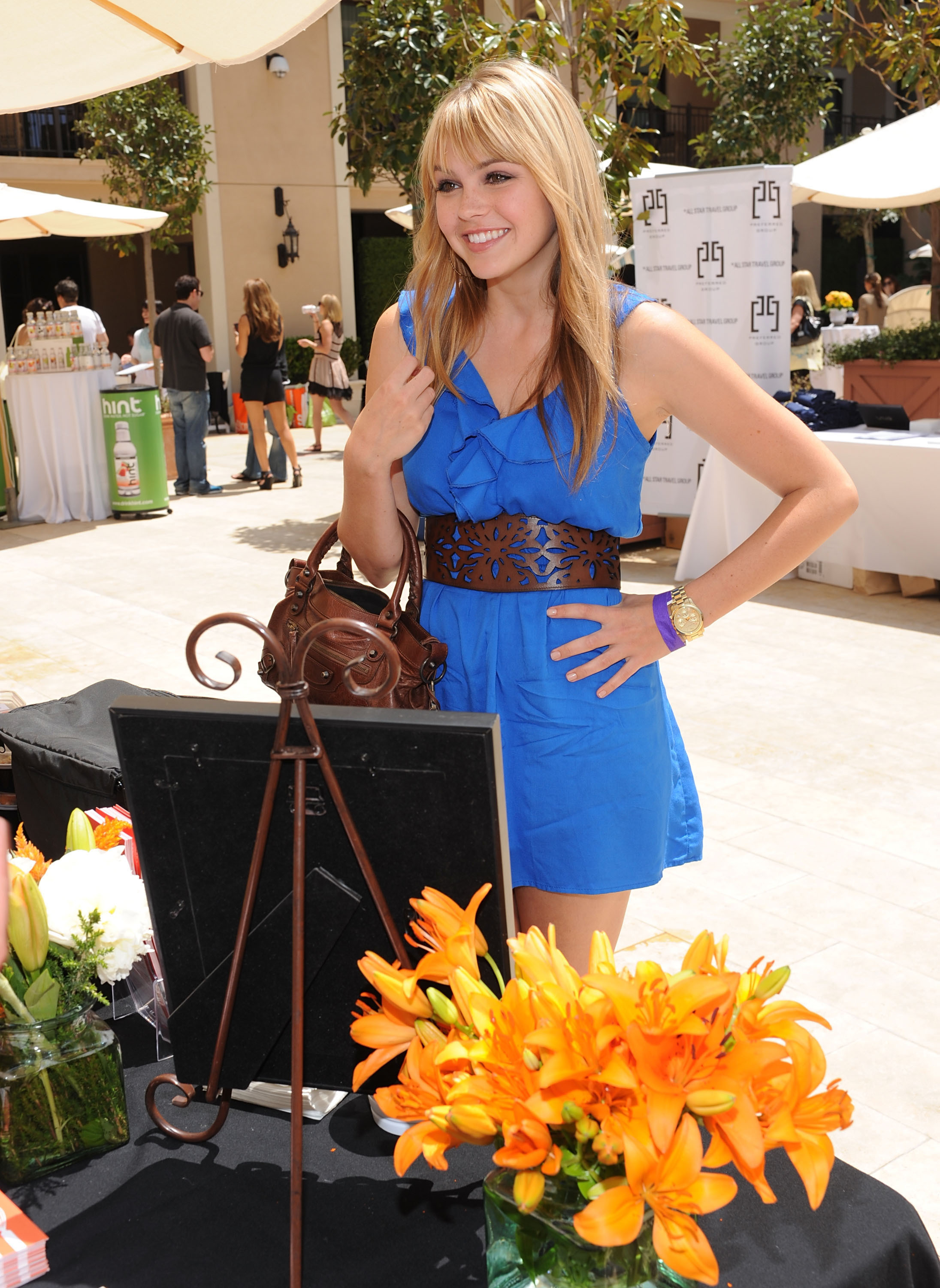 aimee teegarden blue dress HD Wallpaper