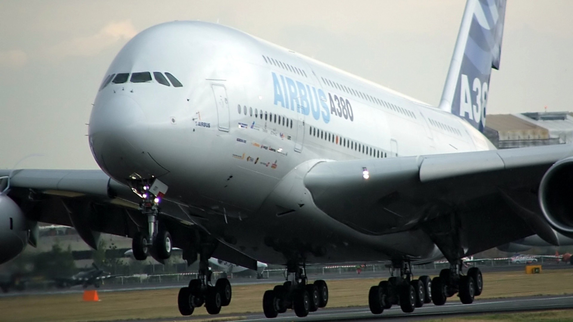 Plane A380 Airbus on Aircraft Airbus A380 800 Hd Wallpaper   Aircrafts   Planes   779455