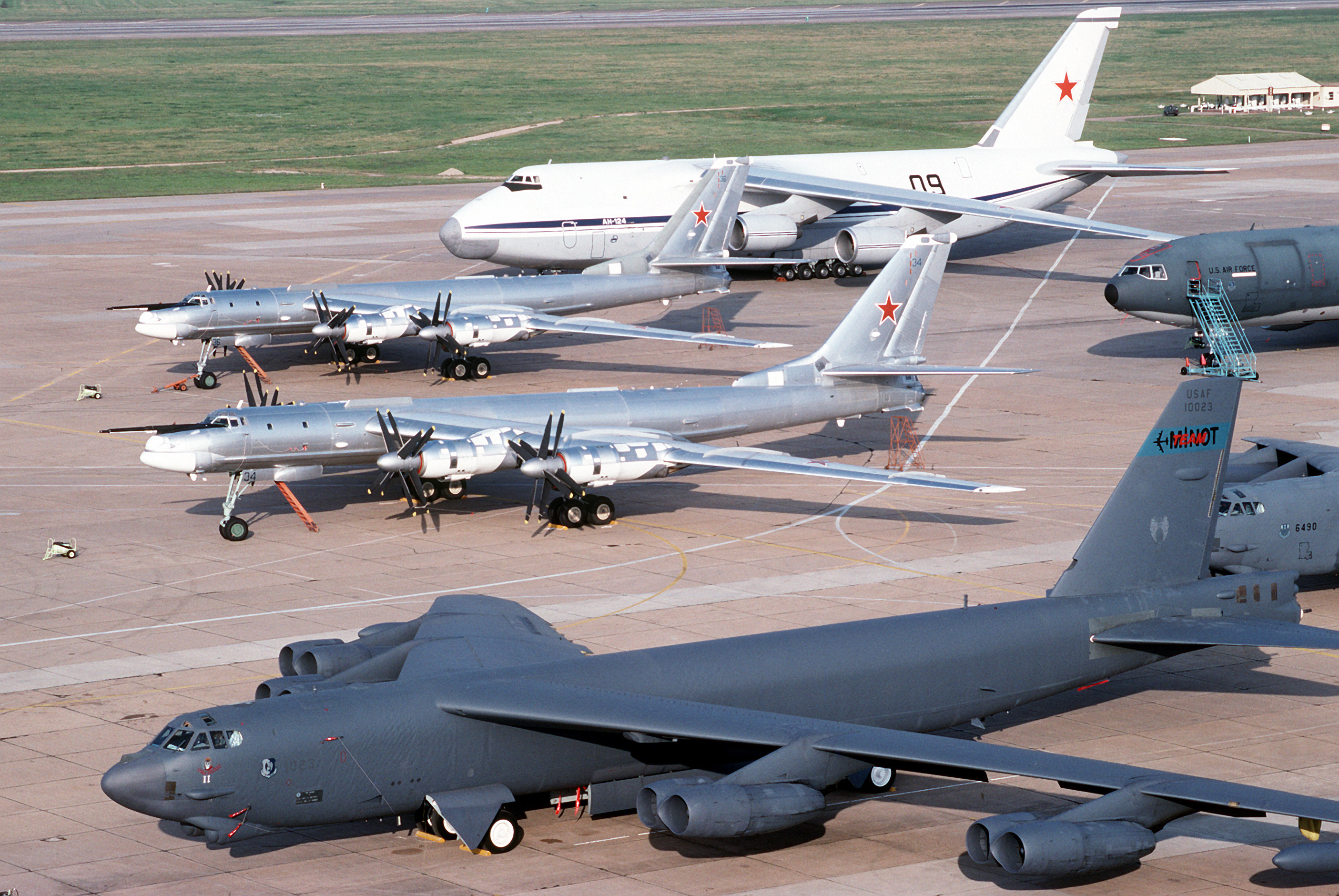 Aircraft B-52 Stratofortress Tu-95 HD Wallpaper