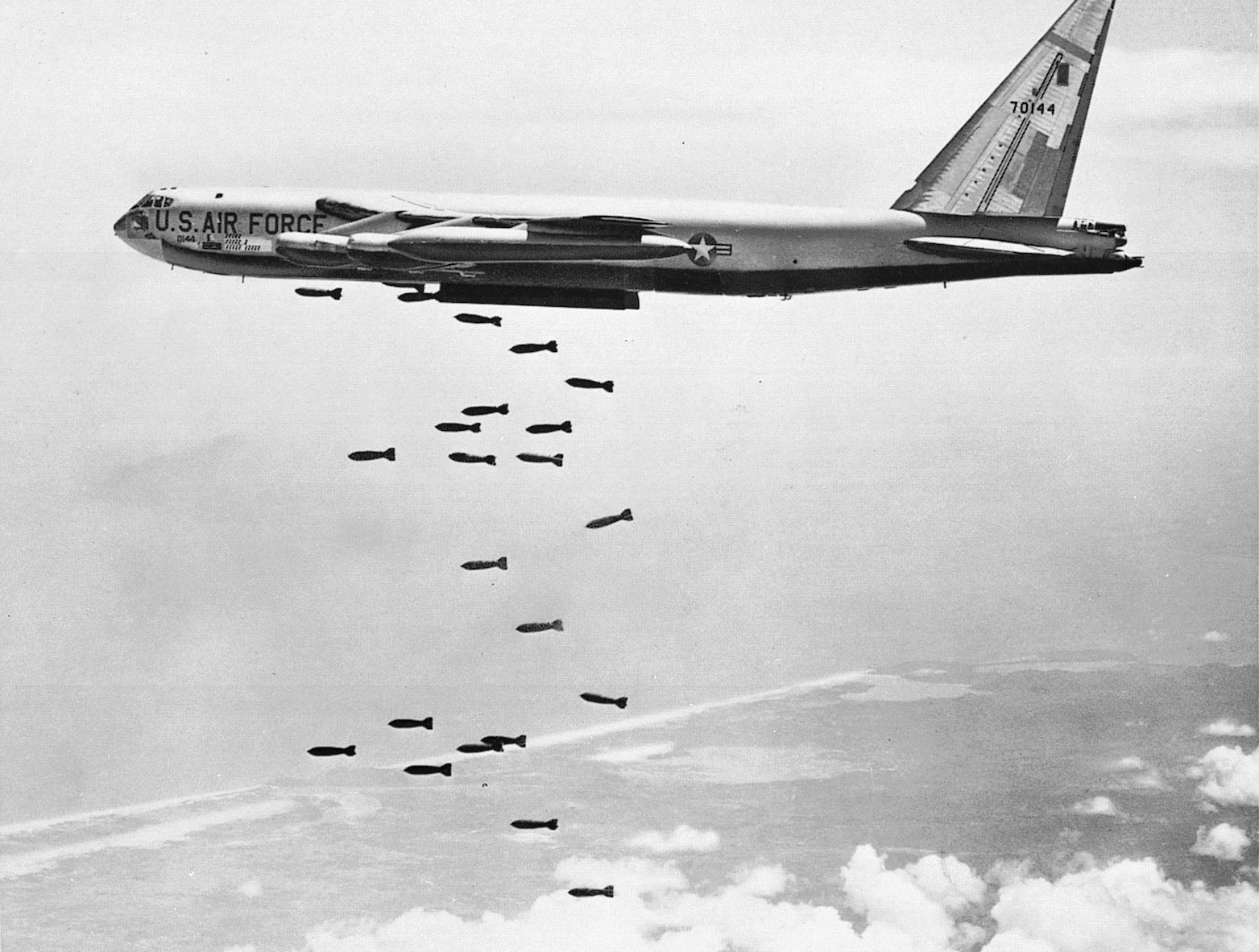 Aircraft bombs B-52 Stratofortress HD Wallpaper