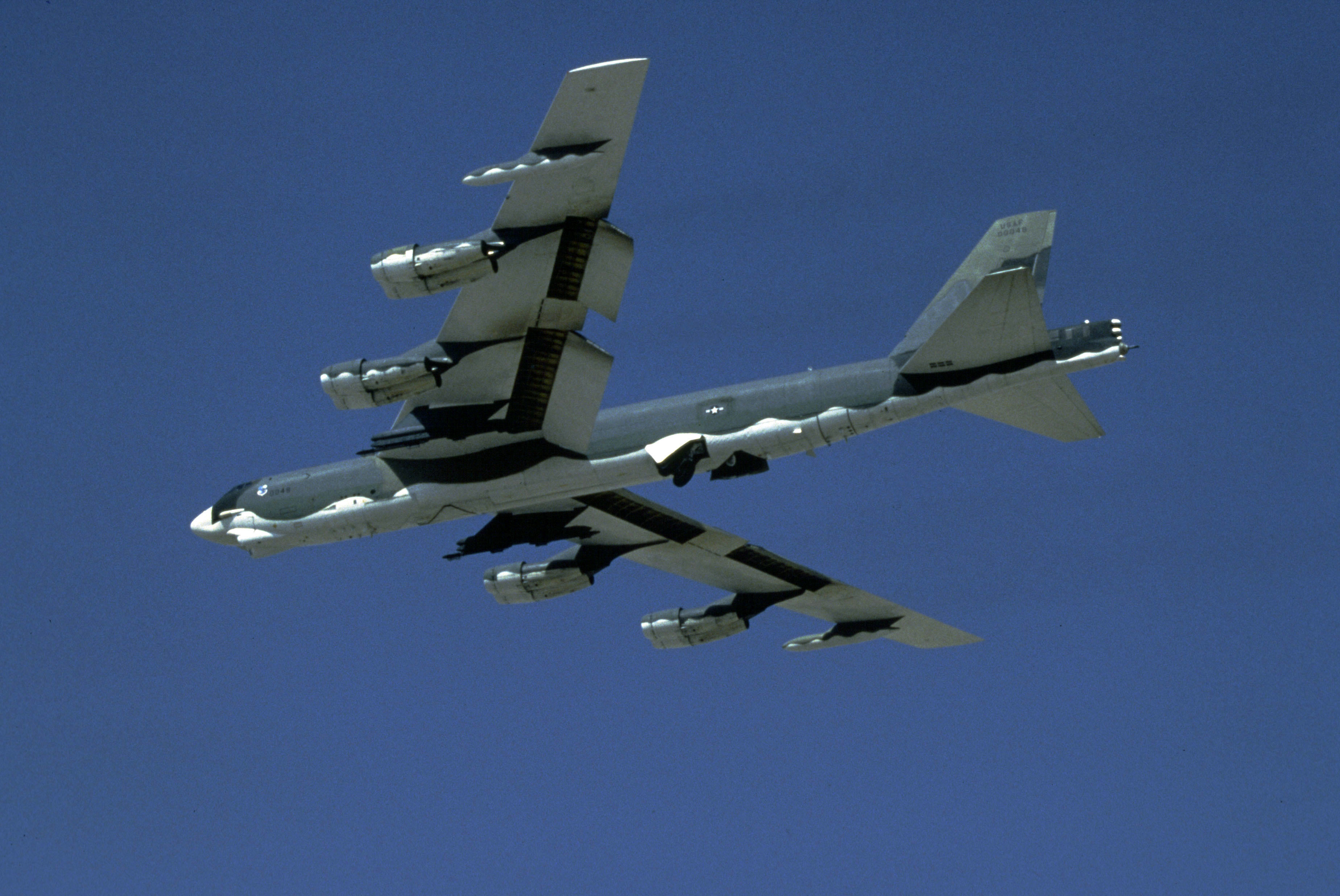 aircrafts bomber b-52 stratofortress HD Wallpaper