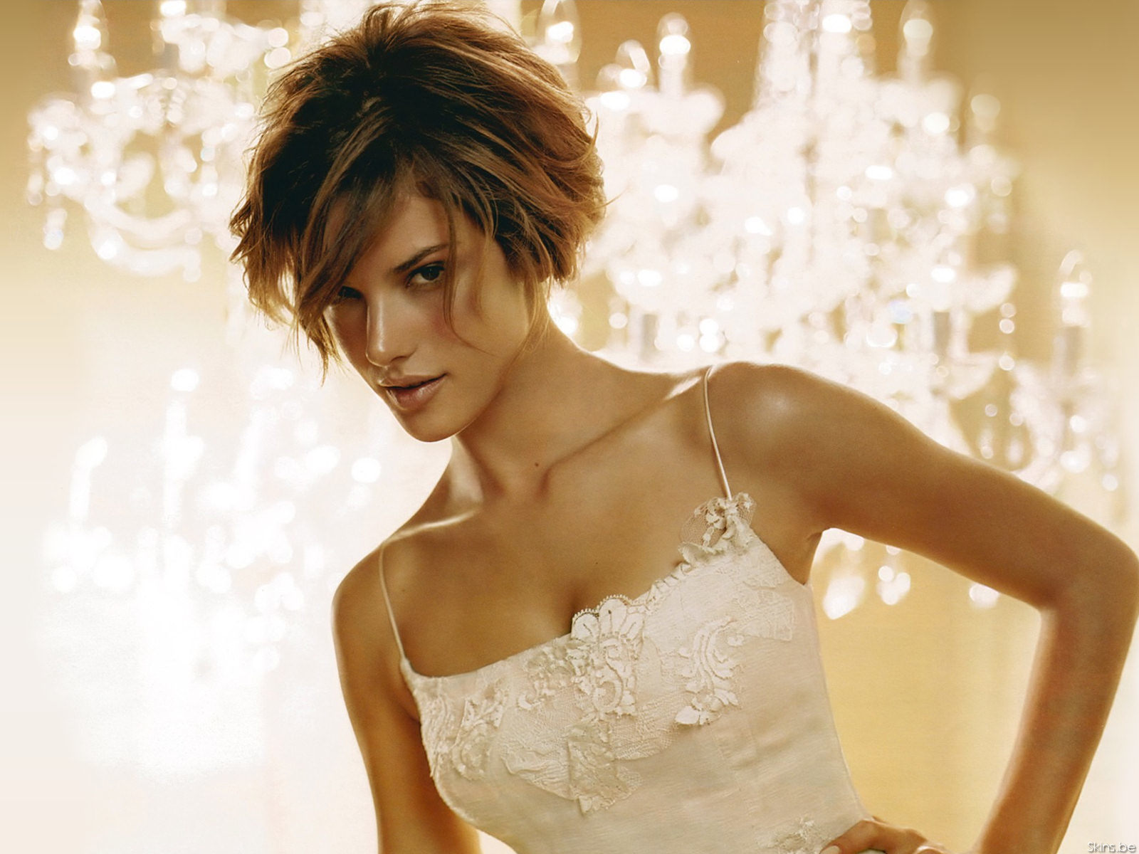 alessandra ambrosio short hair