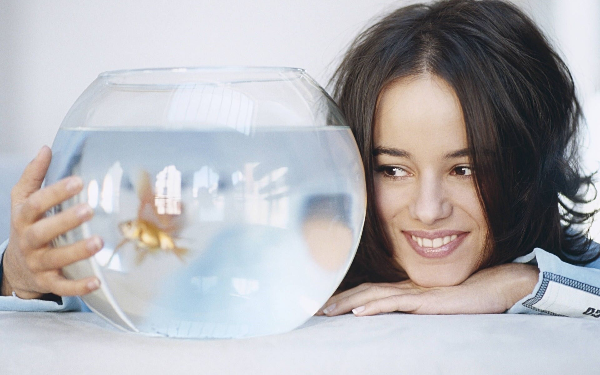 Alizée singers French fish HD Wallpaper