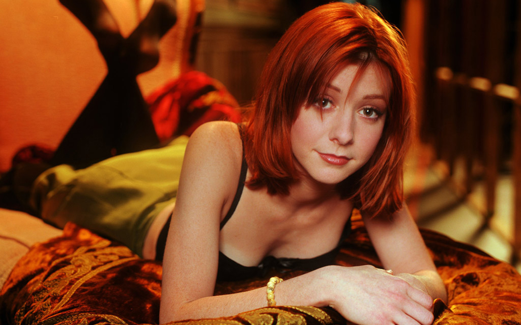 Alyson Hannigan HD Wallpaper