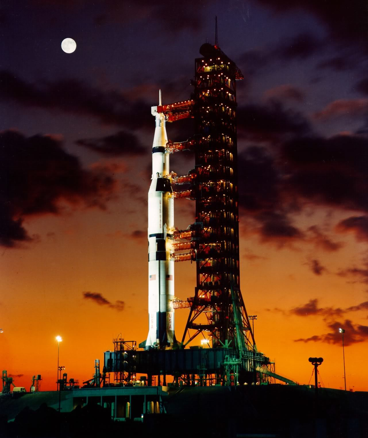 Apollo Carrier rocket launch HD Wallpaper