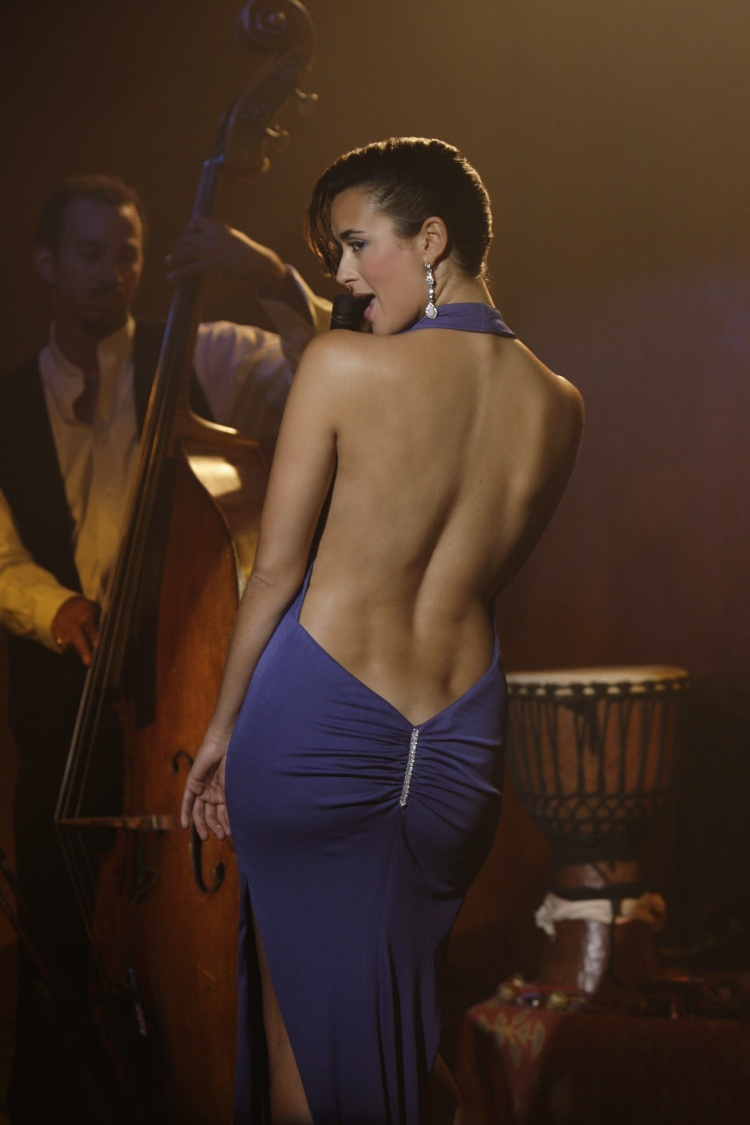 backless clothing microphones back HD Wallpaper