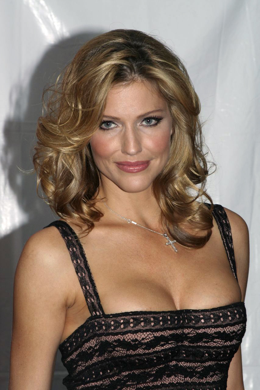 battlestar galactica tricia helfer HD Wallpaper