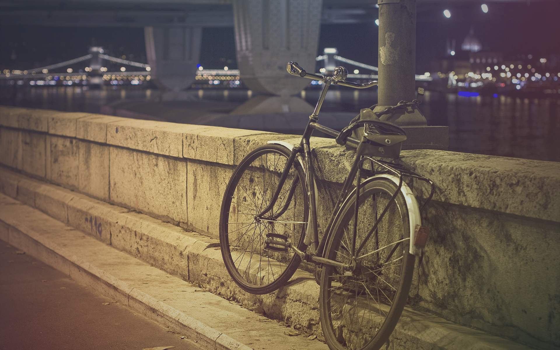 ""\""""Bicycles""1920|1200|?|en|2|f91f68f18b89a49e3a28fcc48cb04302|False|UNLIKELY|0.28711920976638794