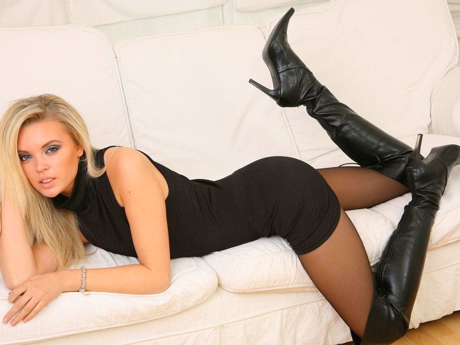 blondes boots leather Women HD Wallpaper