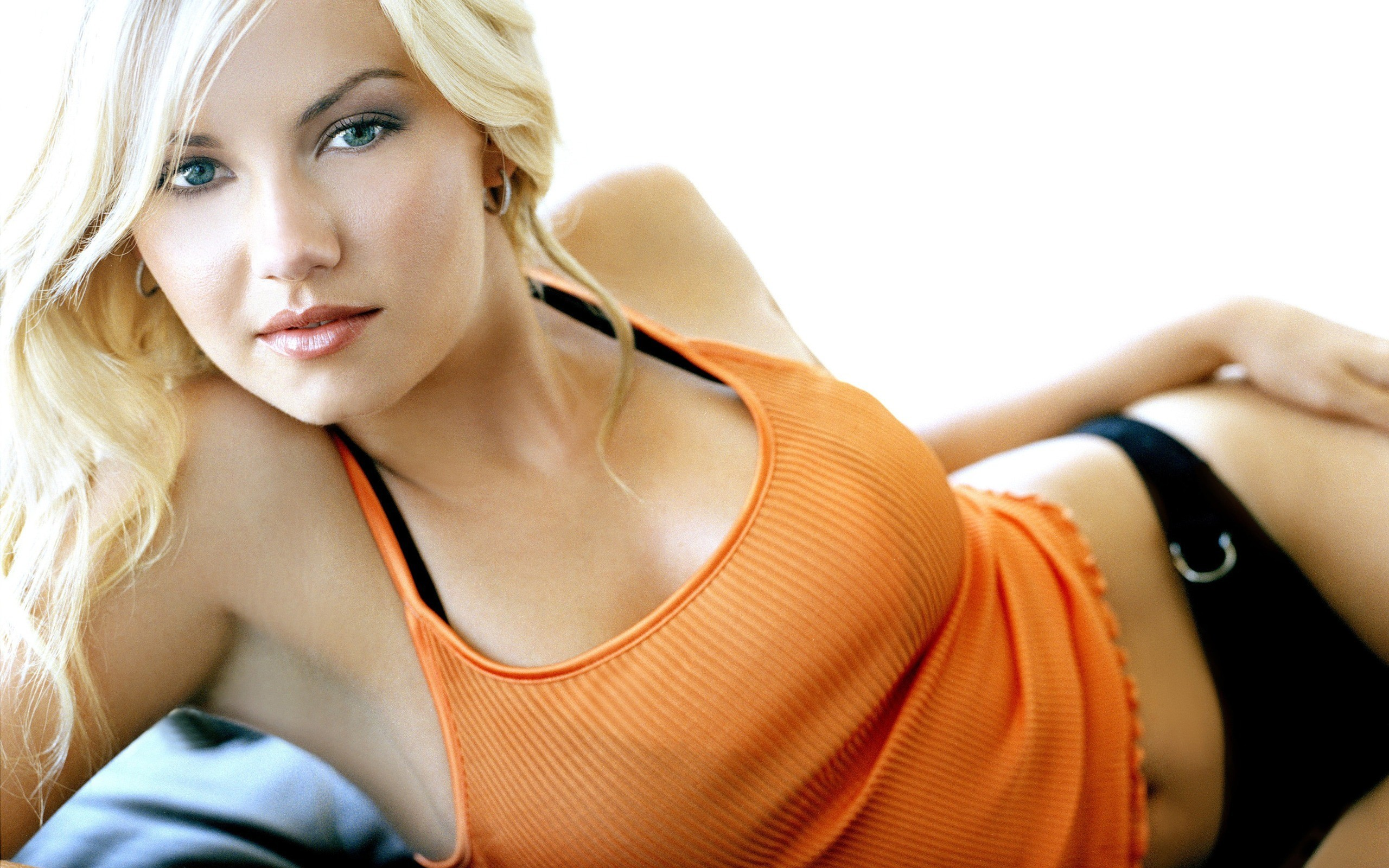 blondes legs woman eyes HD Wallpaper