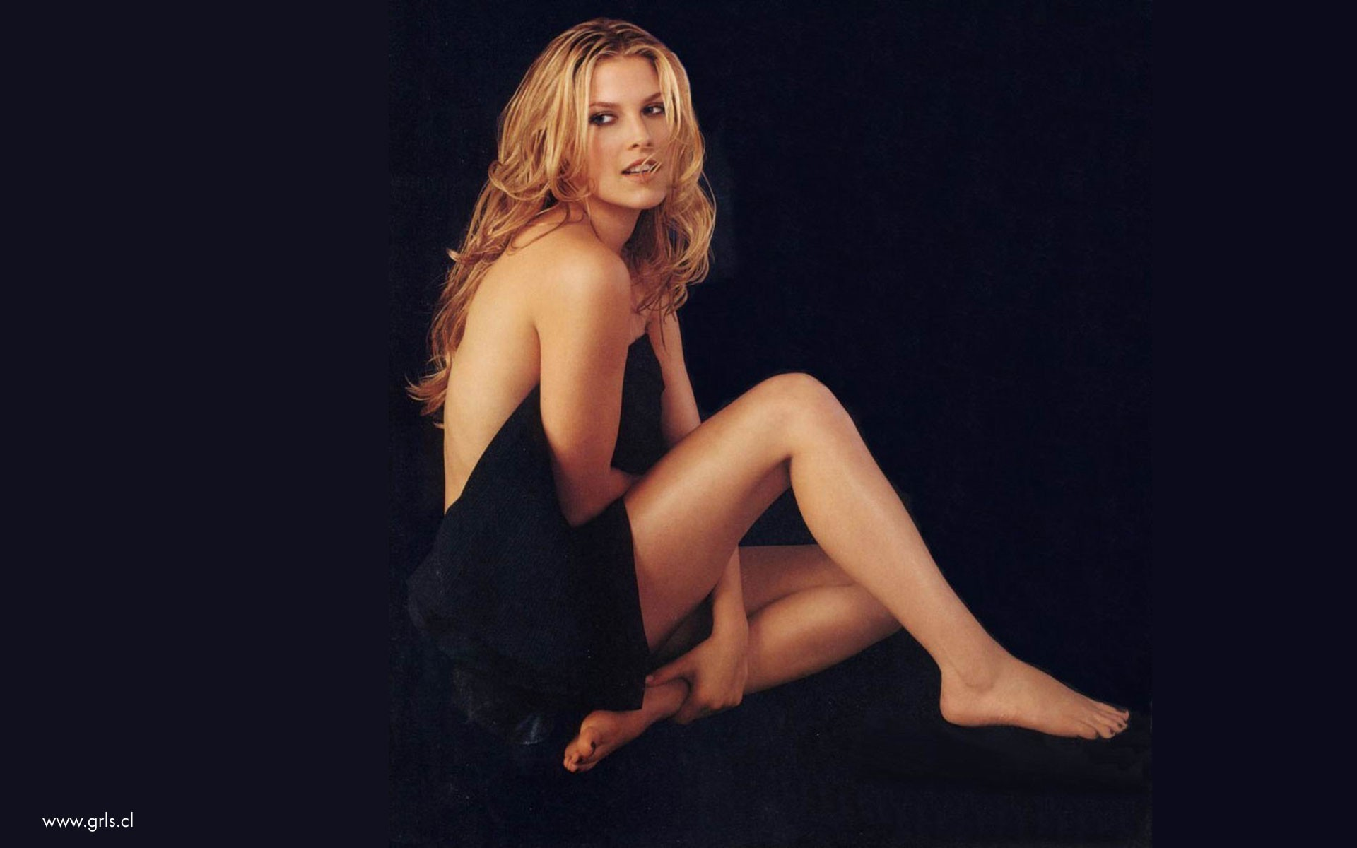 blondes legs woman feet HD Wallpaper
