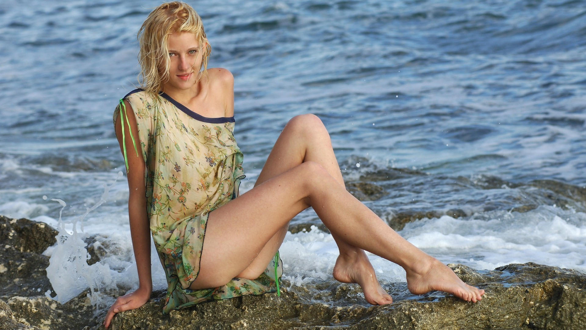 blondes legs woman ocean HD Wallpaper
