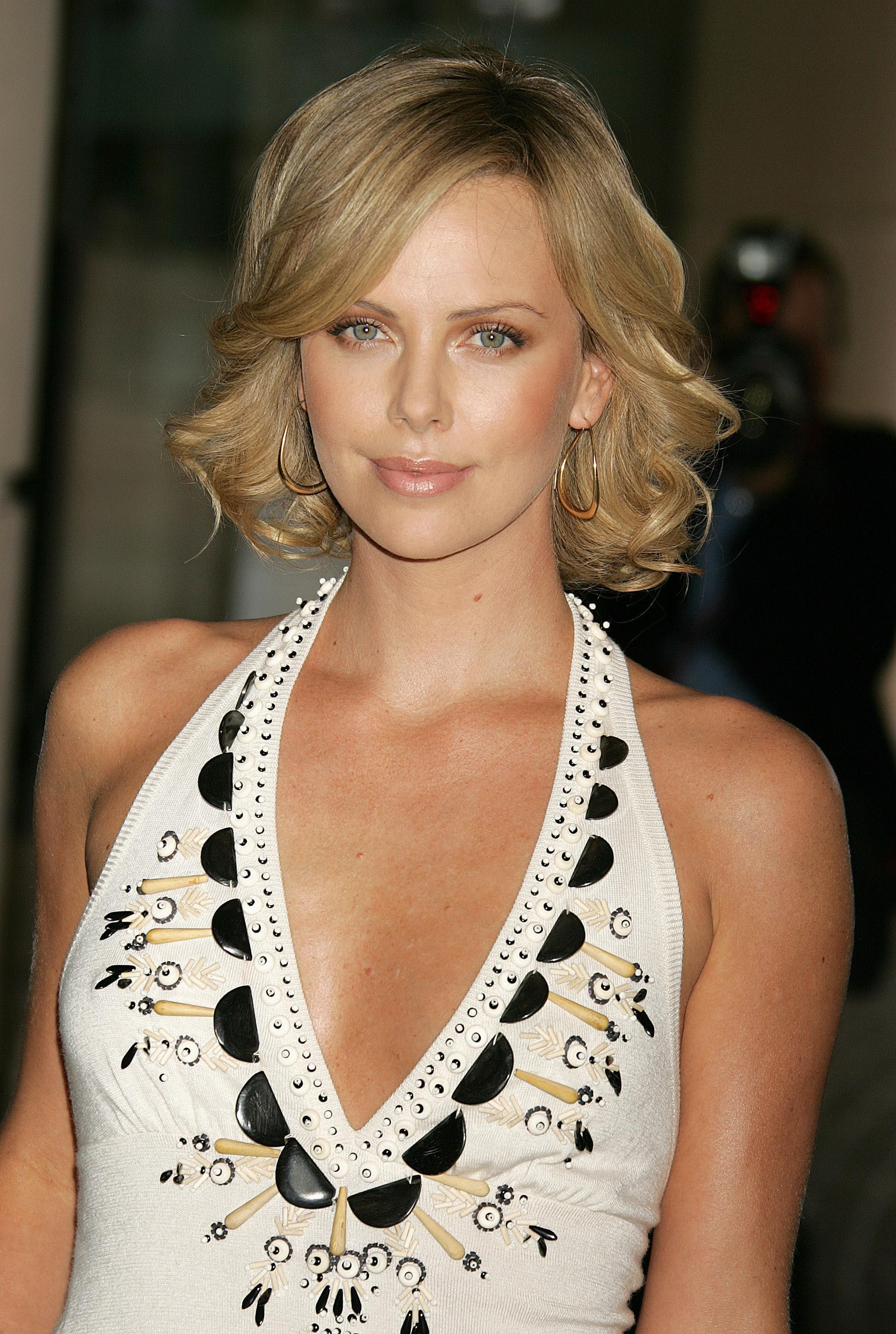 blondes woman Actress charlize HD Wallpaper