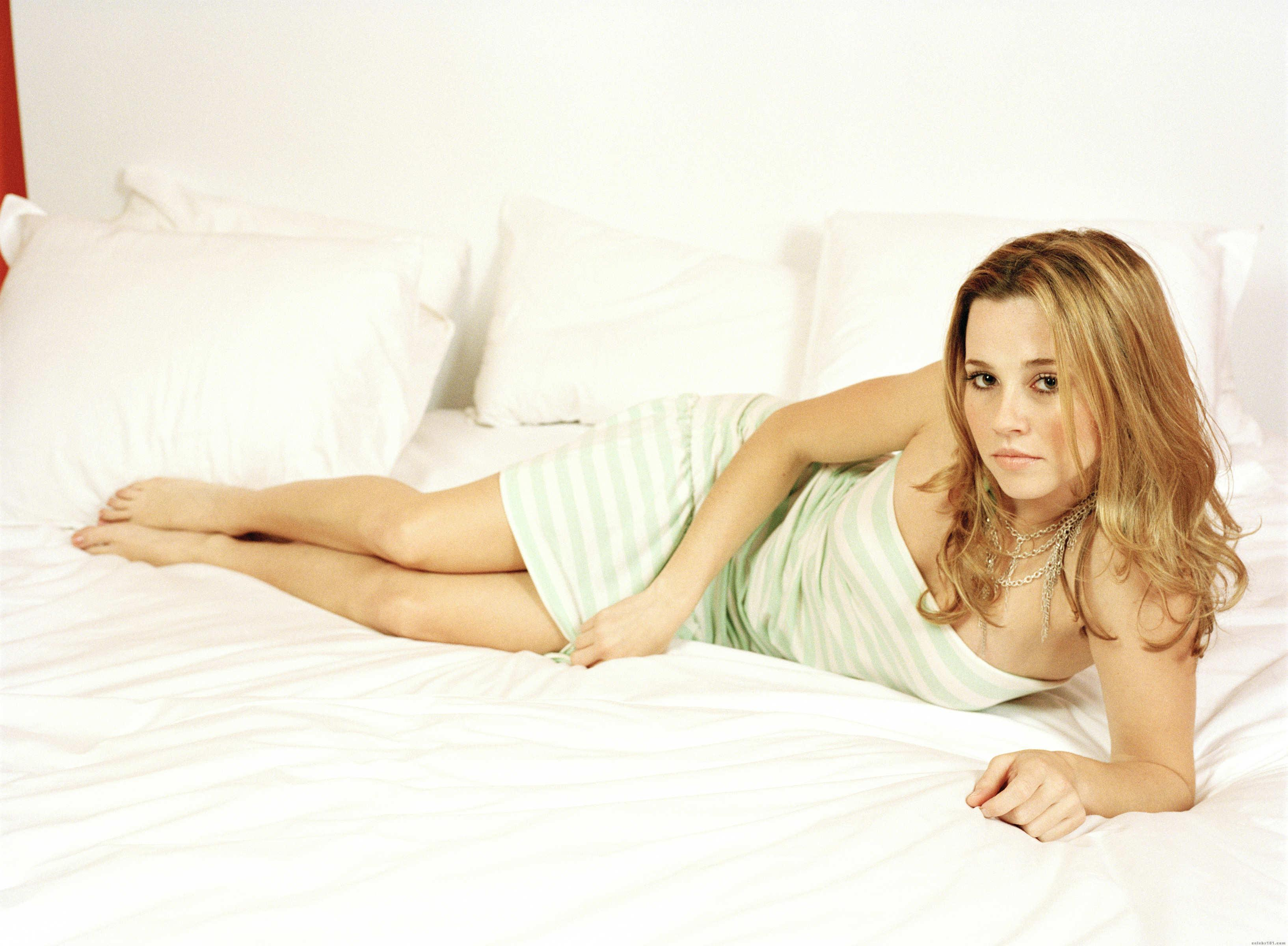blondes woman beds brown HD Wallpaper