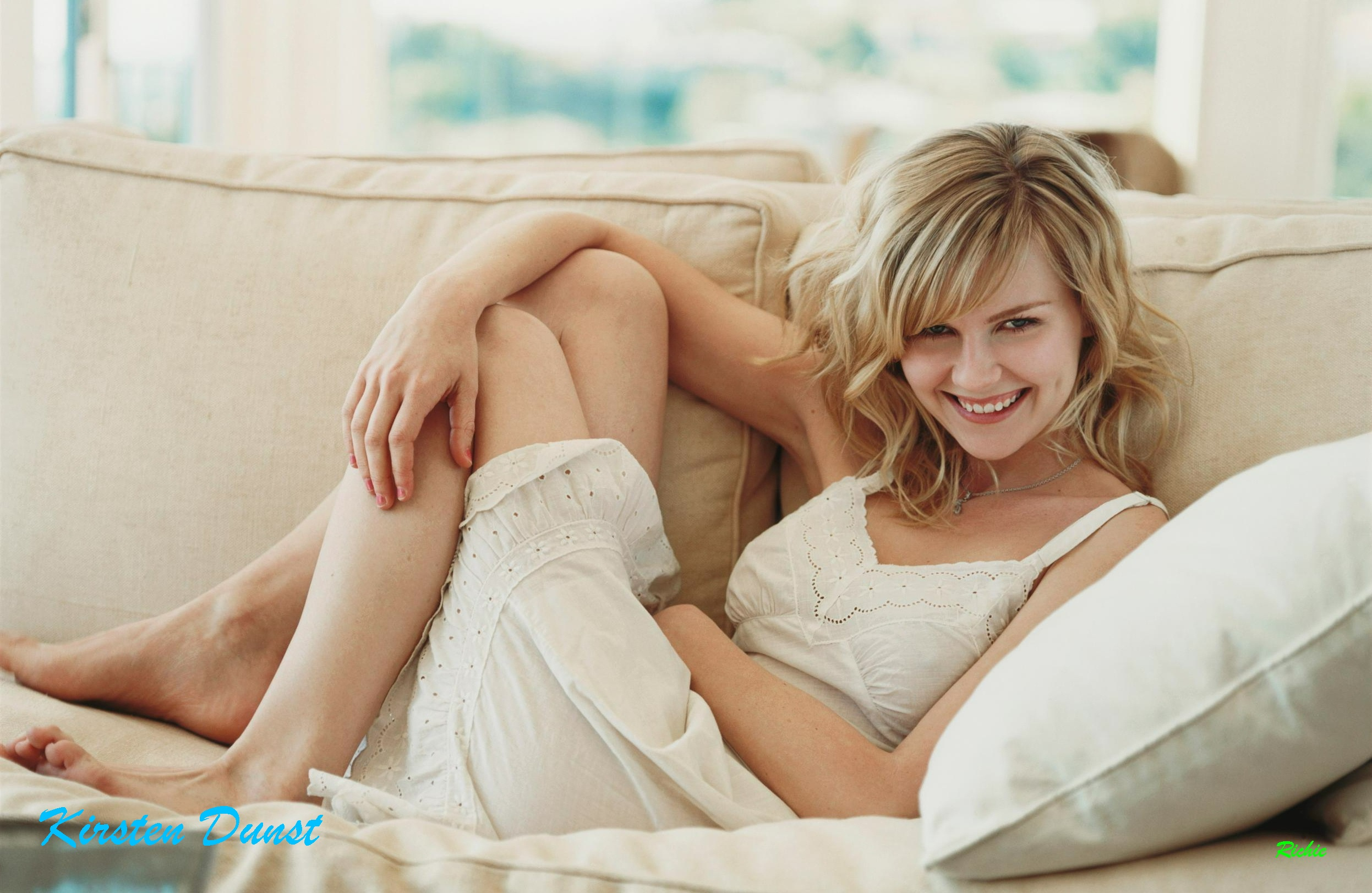 blondes woman couch dress HD Wallpaper