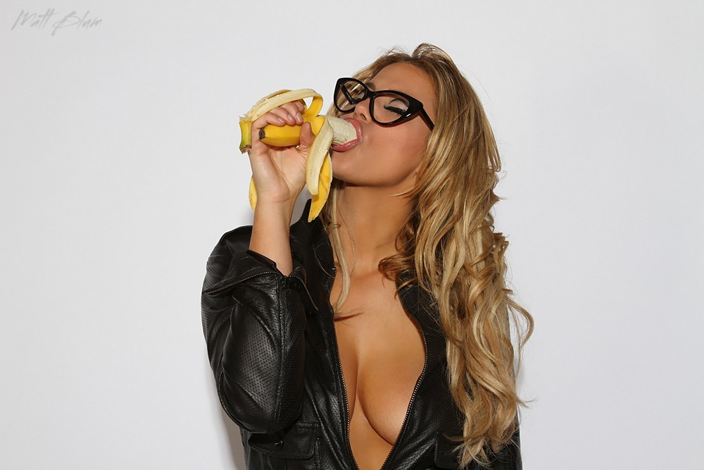 blondes woman glasses bananas HD Wallpaper