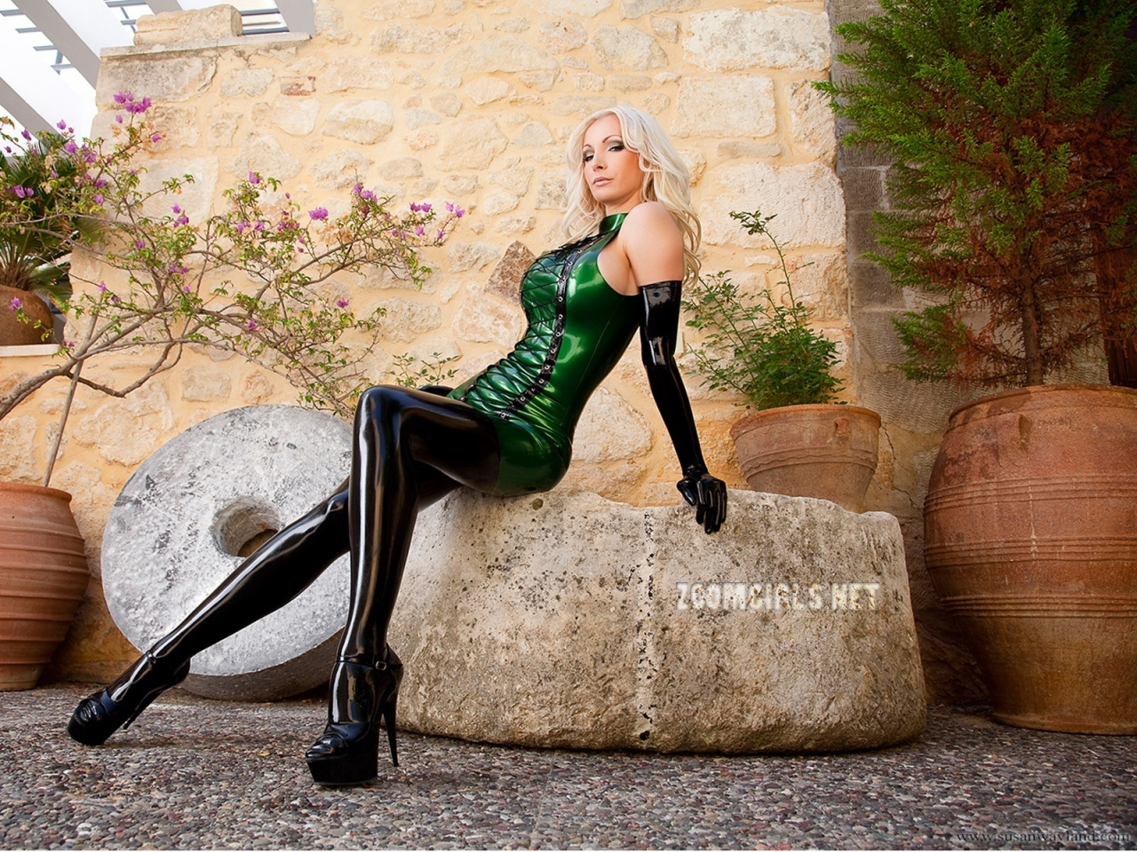 blondes woman gloves latex