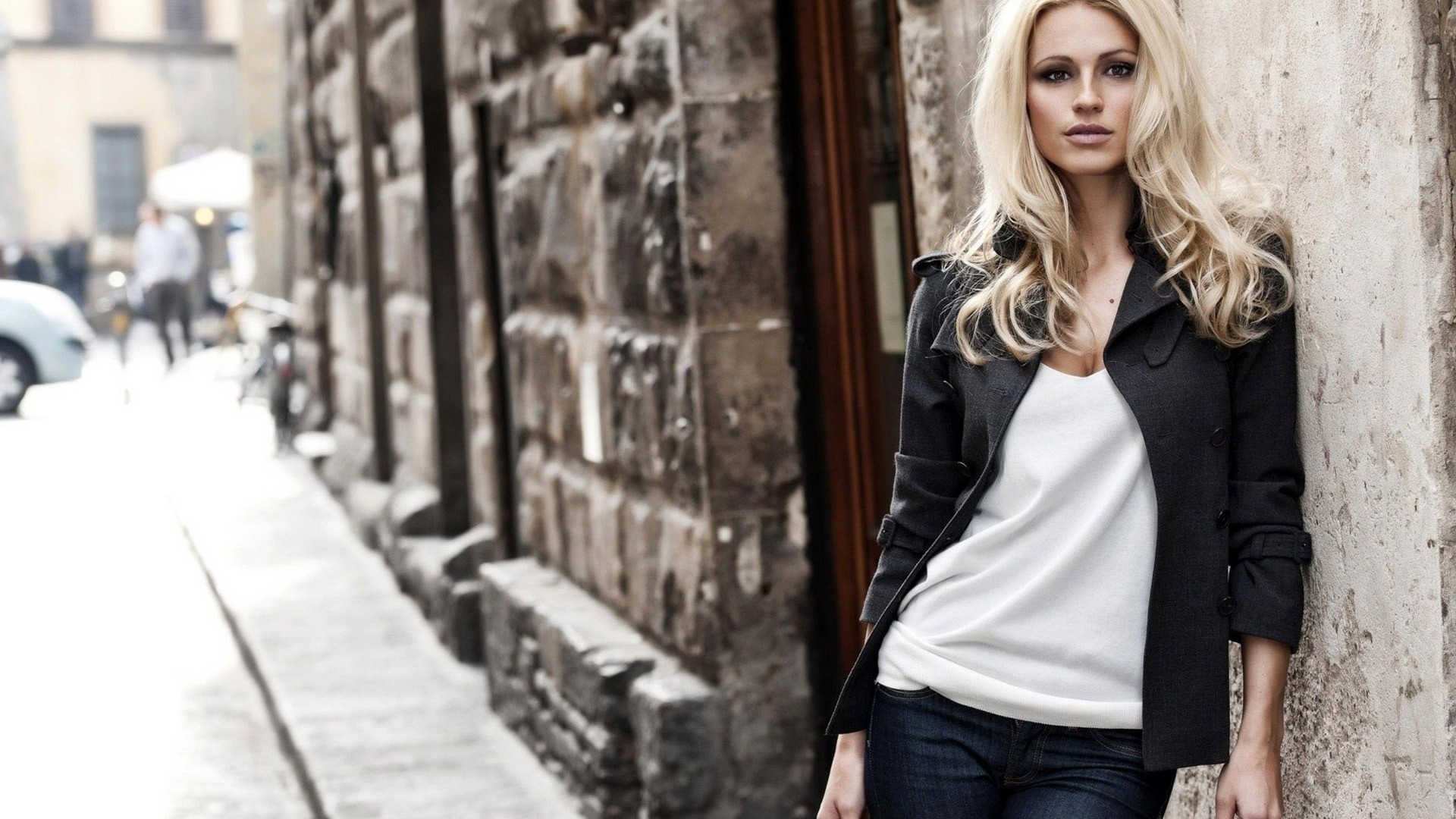 blondes woman jeans cleavage HD Wallpaper