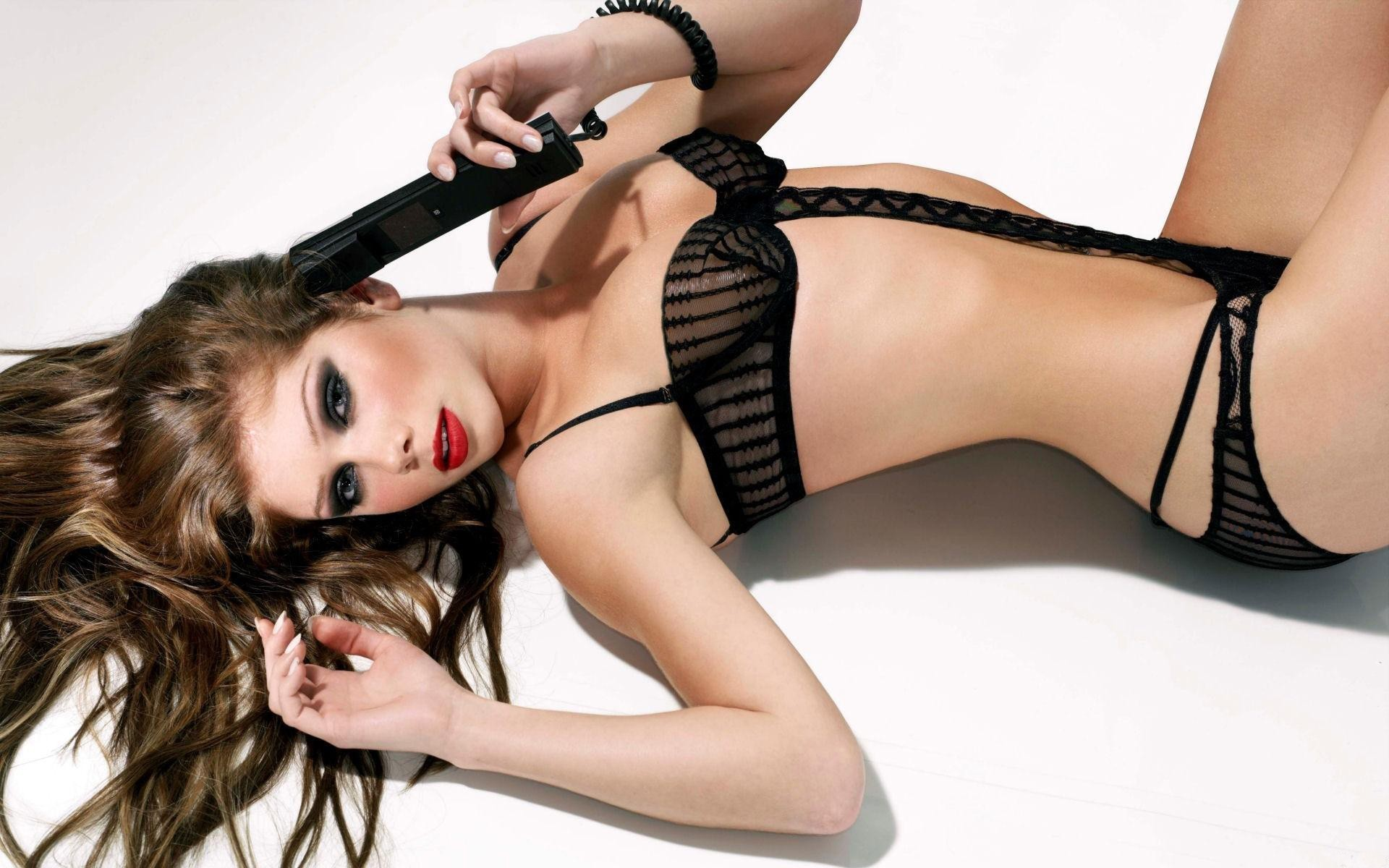 blondes woman lying down HD Wallpaper