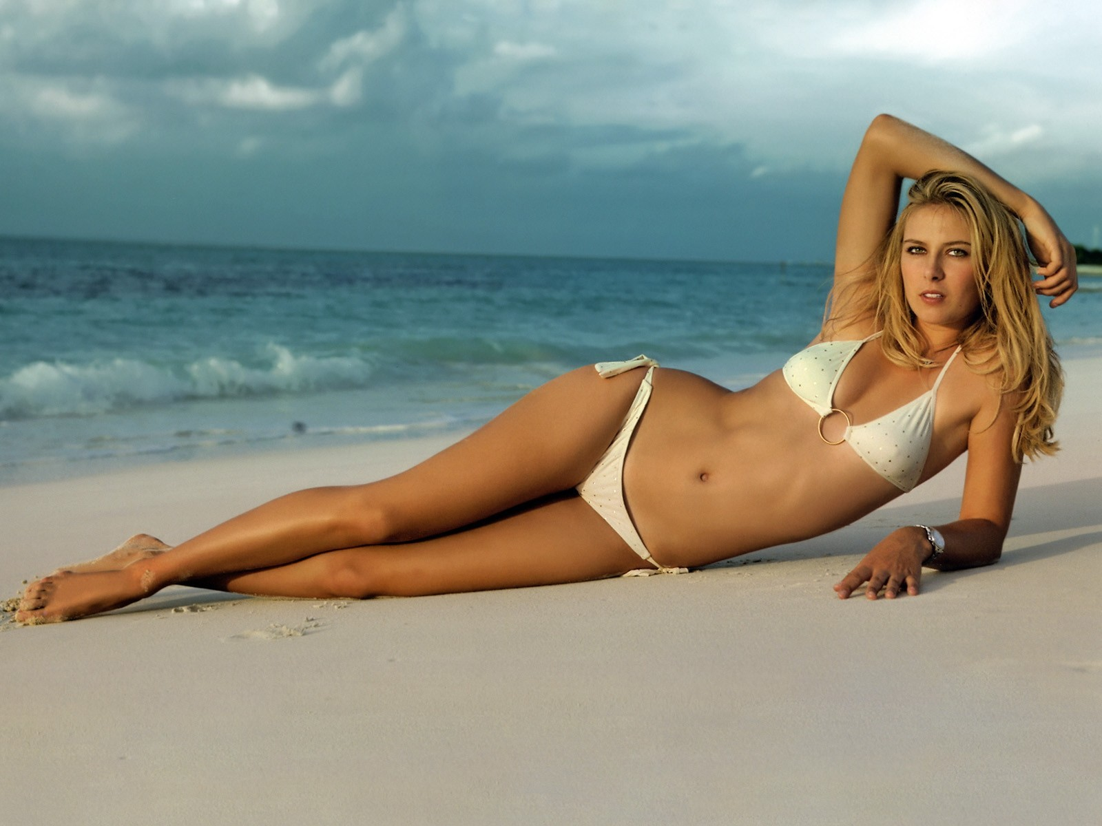 blondes woman ocean bikini HD Wallpaper