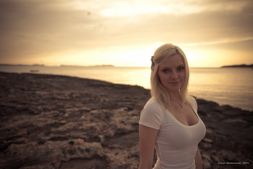 blondes woman sunset cleavage HD Wallpaper