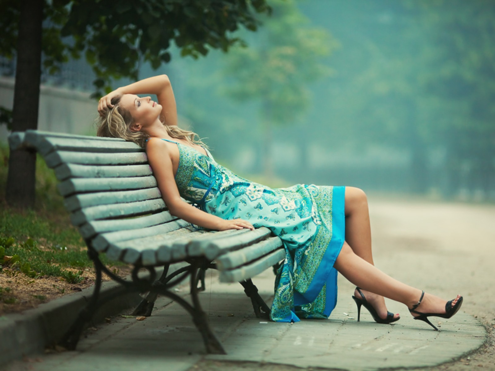 blondes woman thinking bench HD Wallpaper
