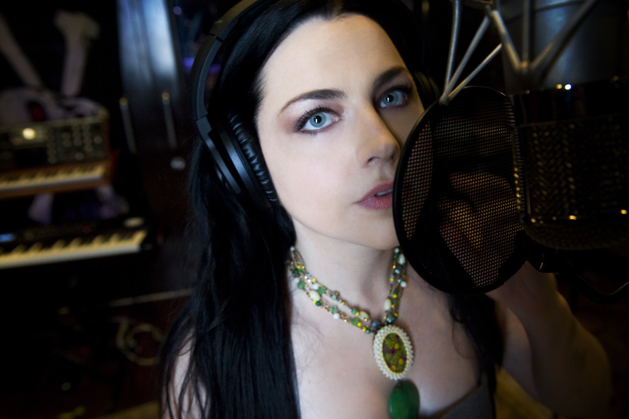 blue eyes amy lee HD Wallpaper