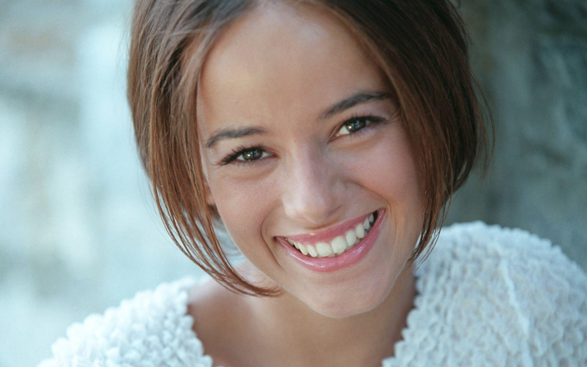 brunettes Alizée singers French HD Wallpaper