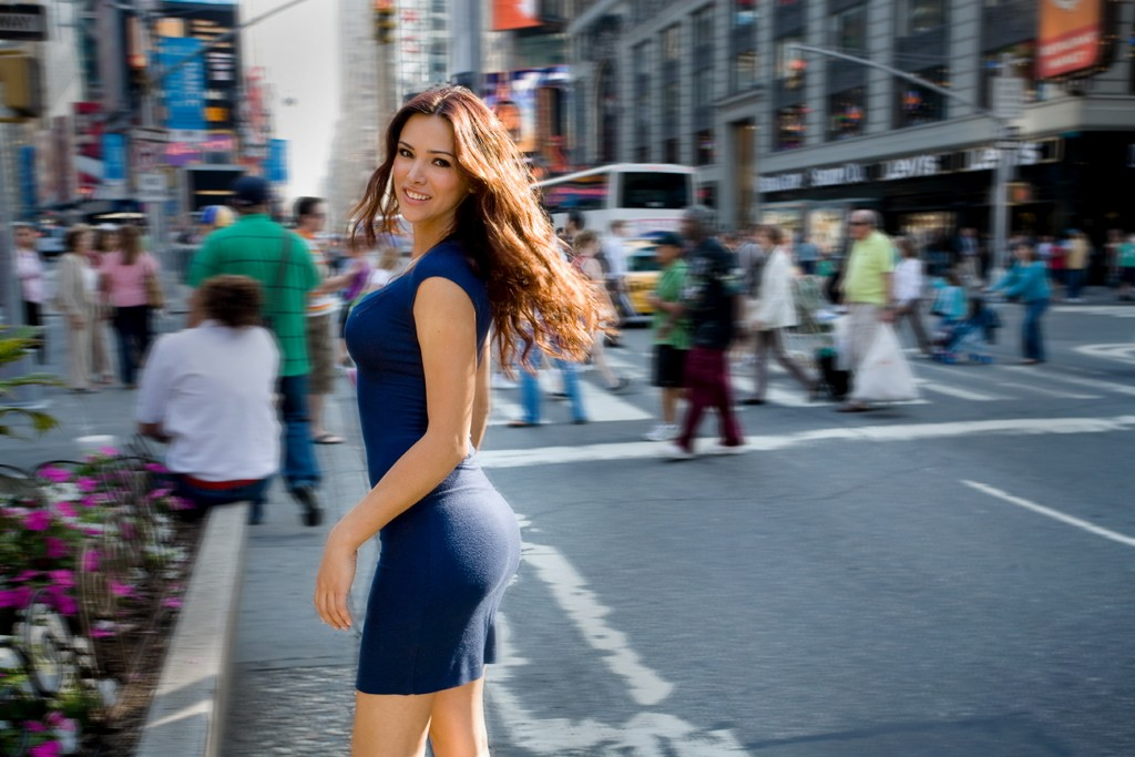 brunettes citylife blurred blue HD Wallpaper