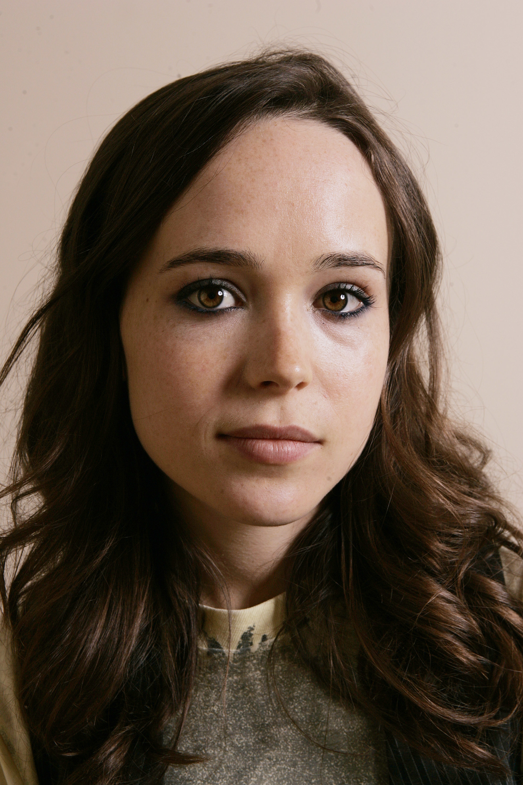 brunettes ellen page Actress HD Wallpaper