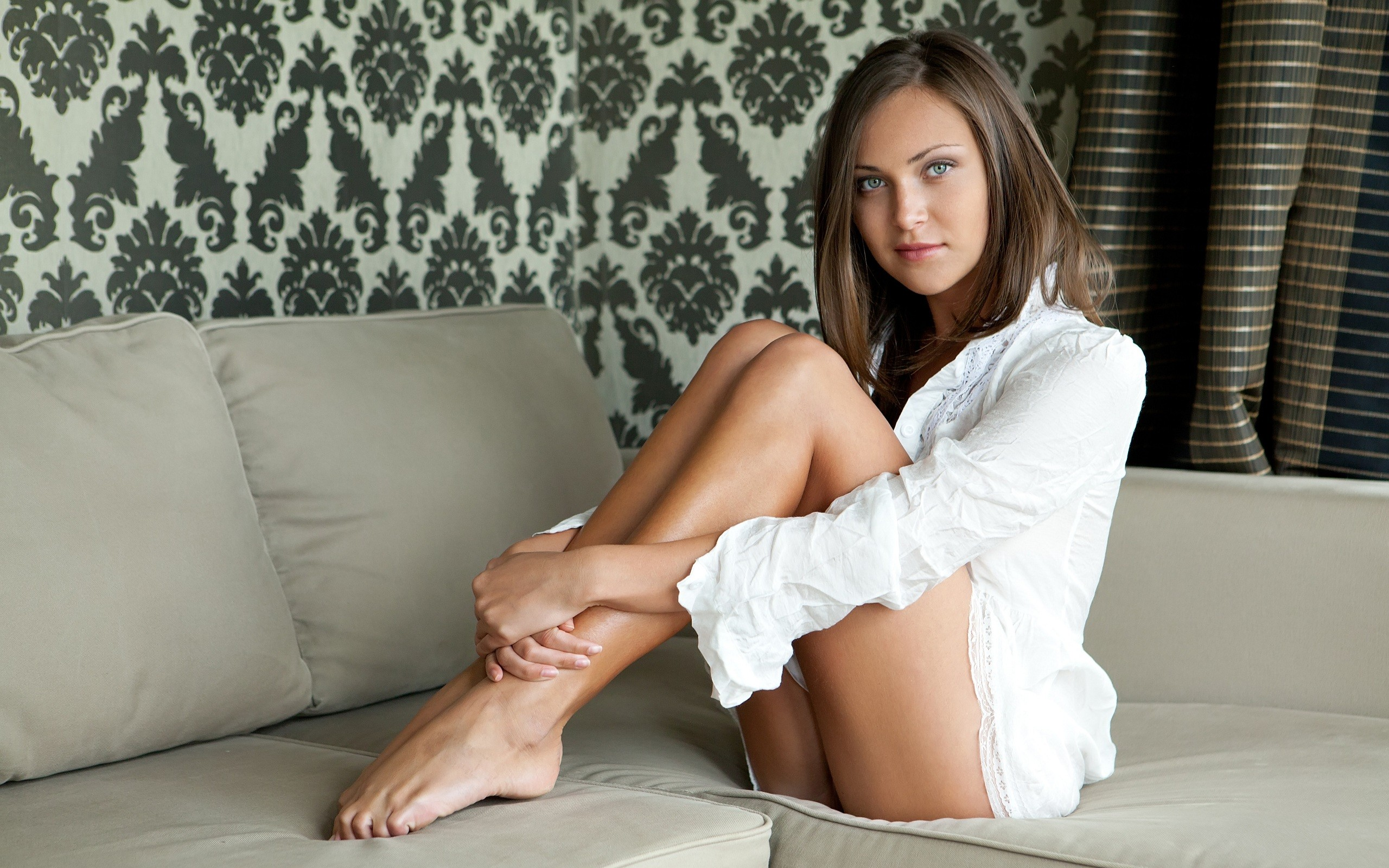 brunettes legs woman couch HD Wallpaper