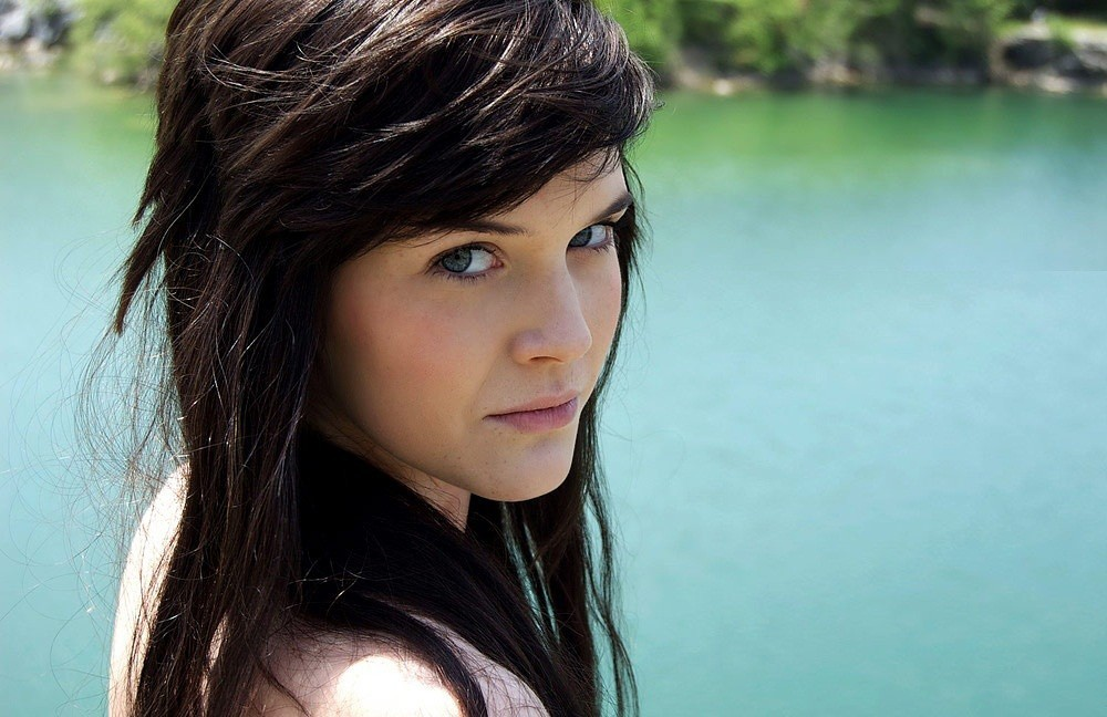 brunettes woman blue eyes HD Wallpaper