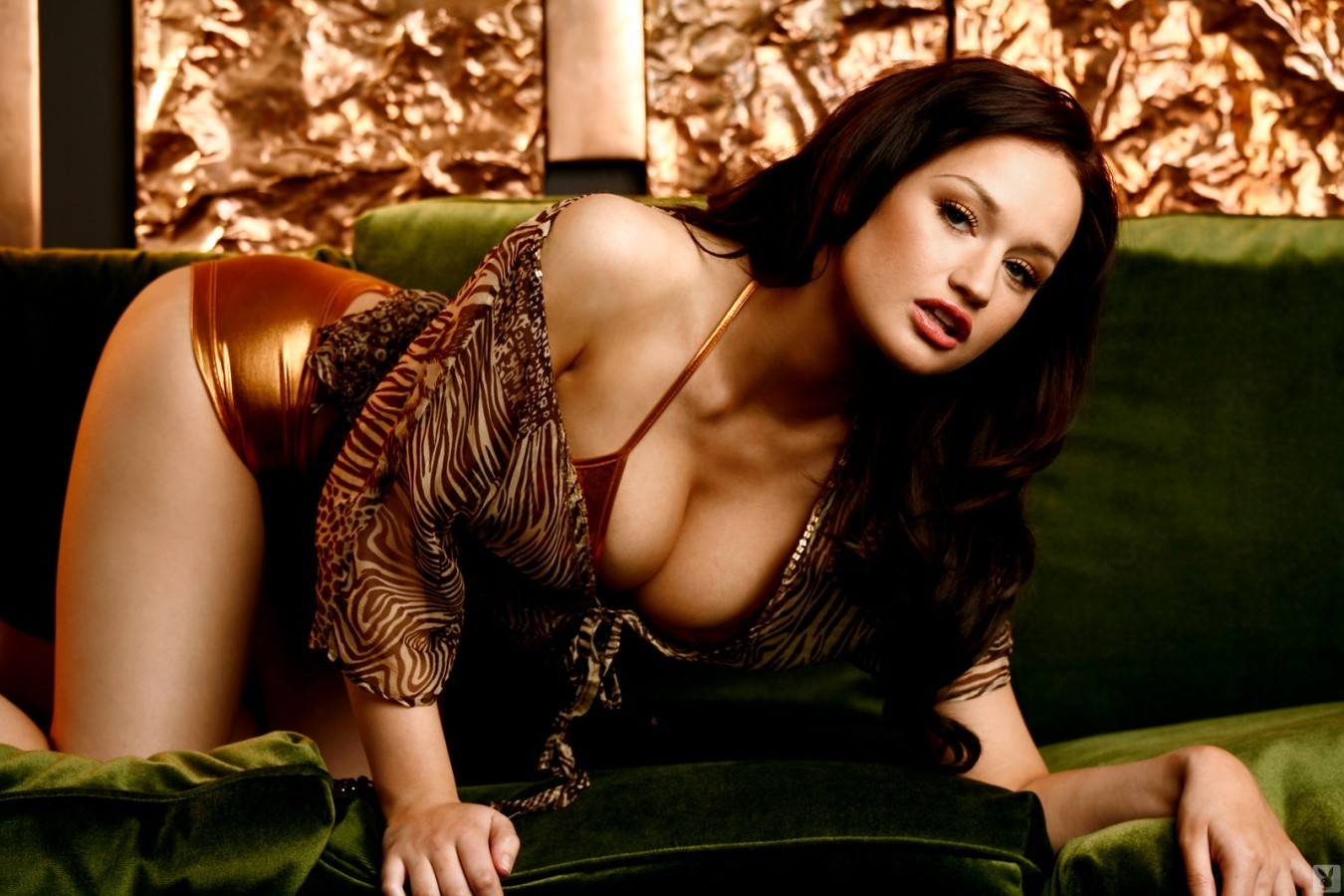 brunettes woman cleavage models