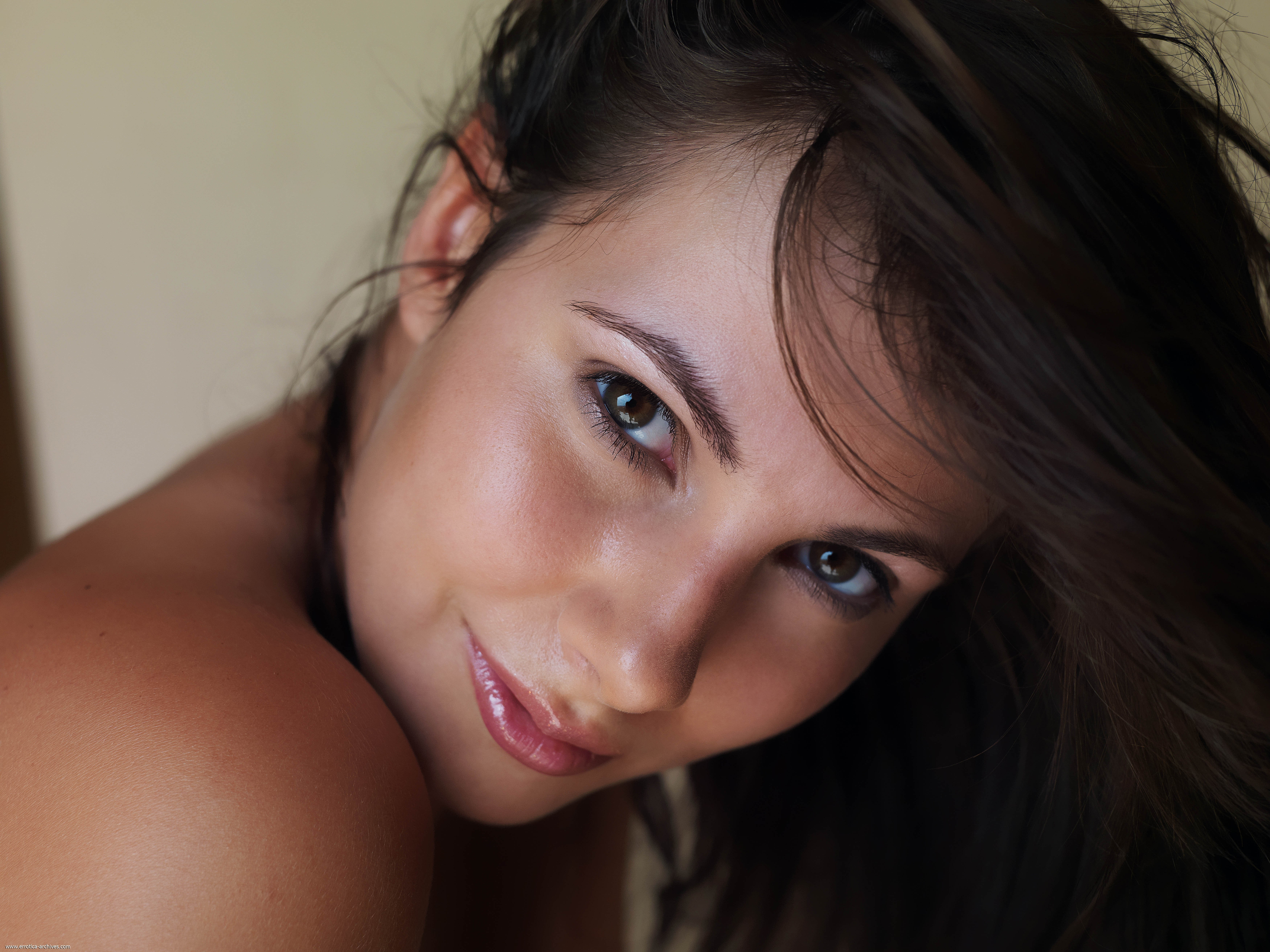 brunettes woman close-up brown HD Wallpaper