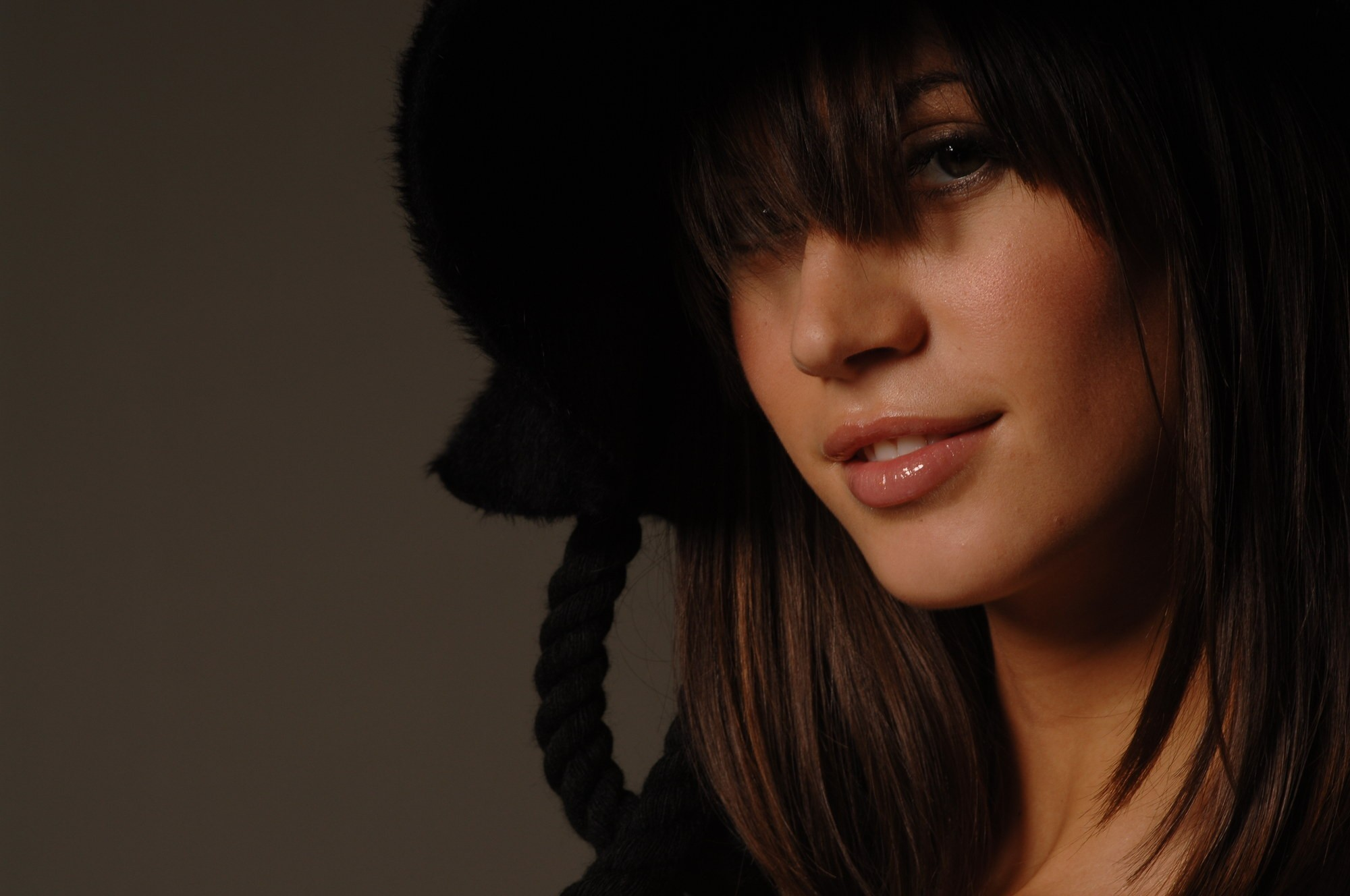 brunettes woman close-up Italian HD Wallpaper