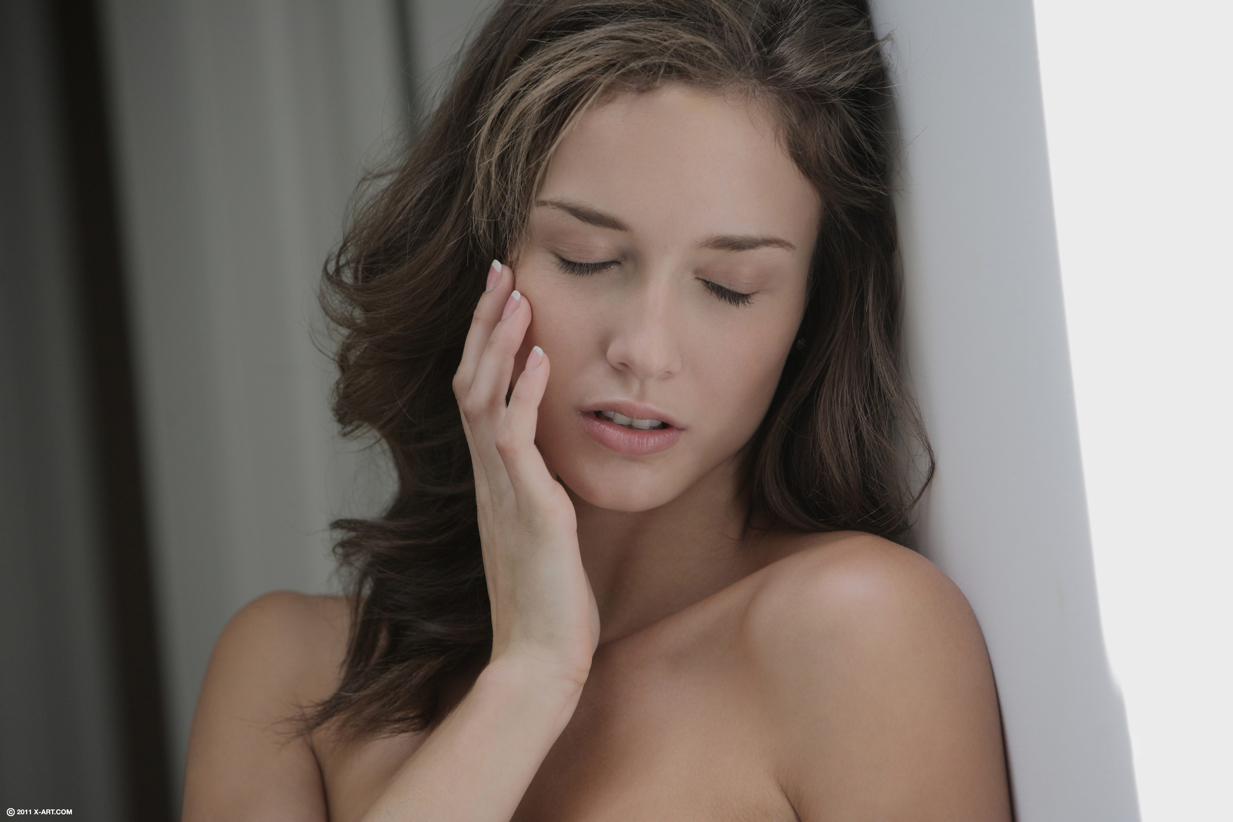 brunettes woman closed eyes