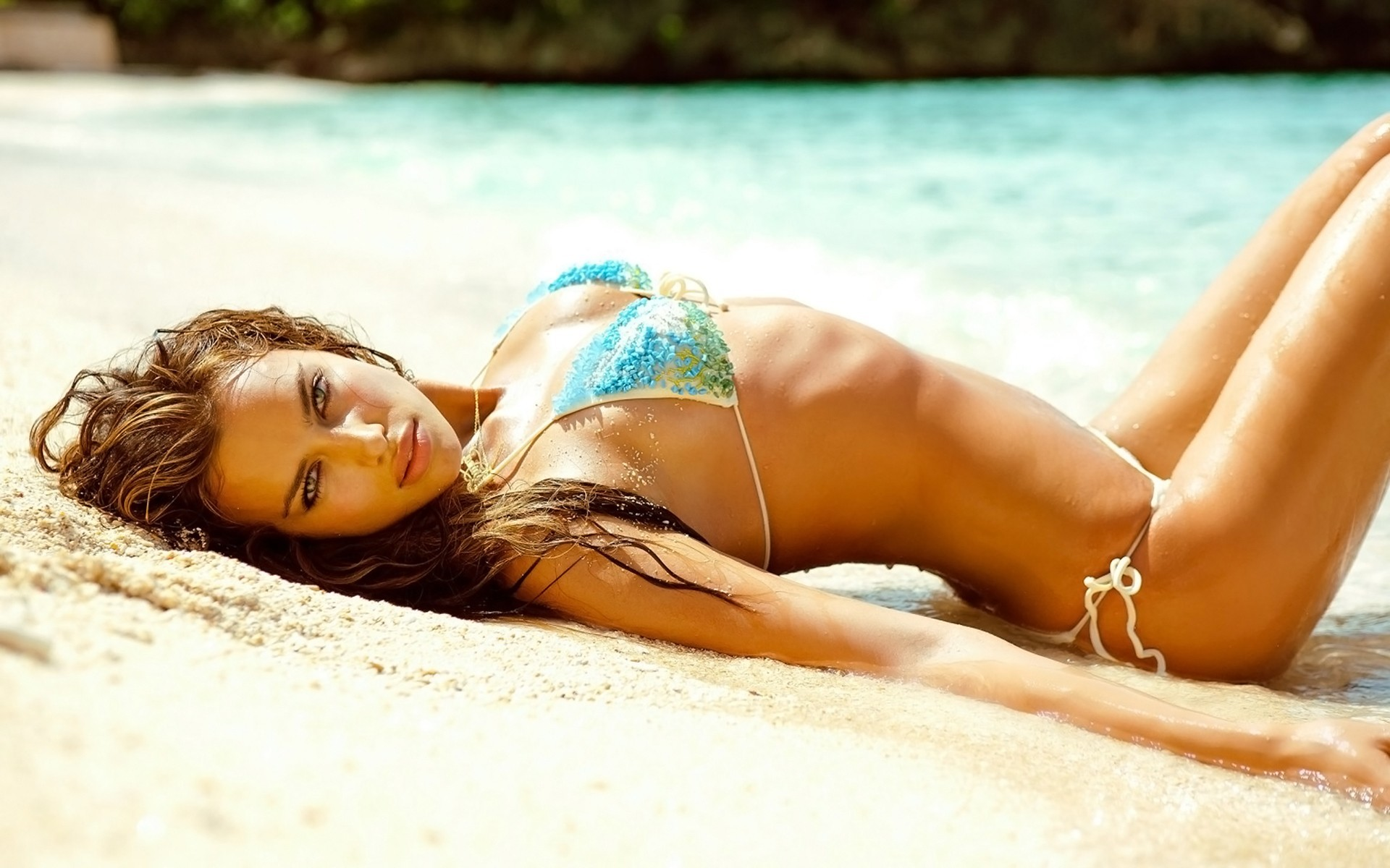brunettes woman sand models HD Wallpaper