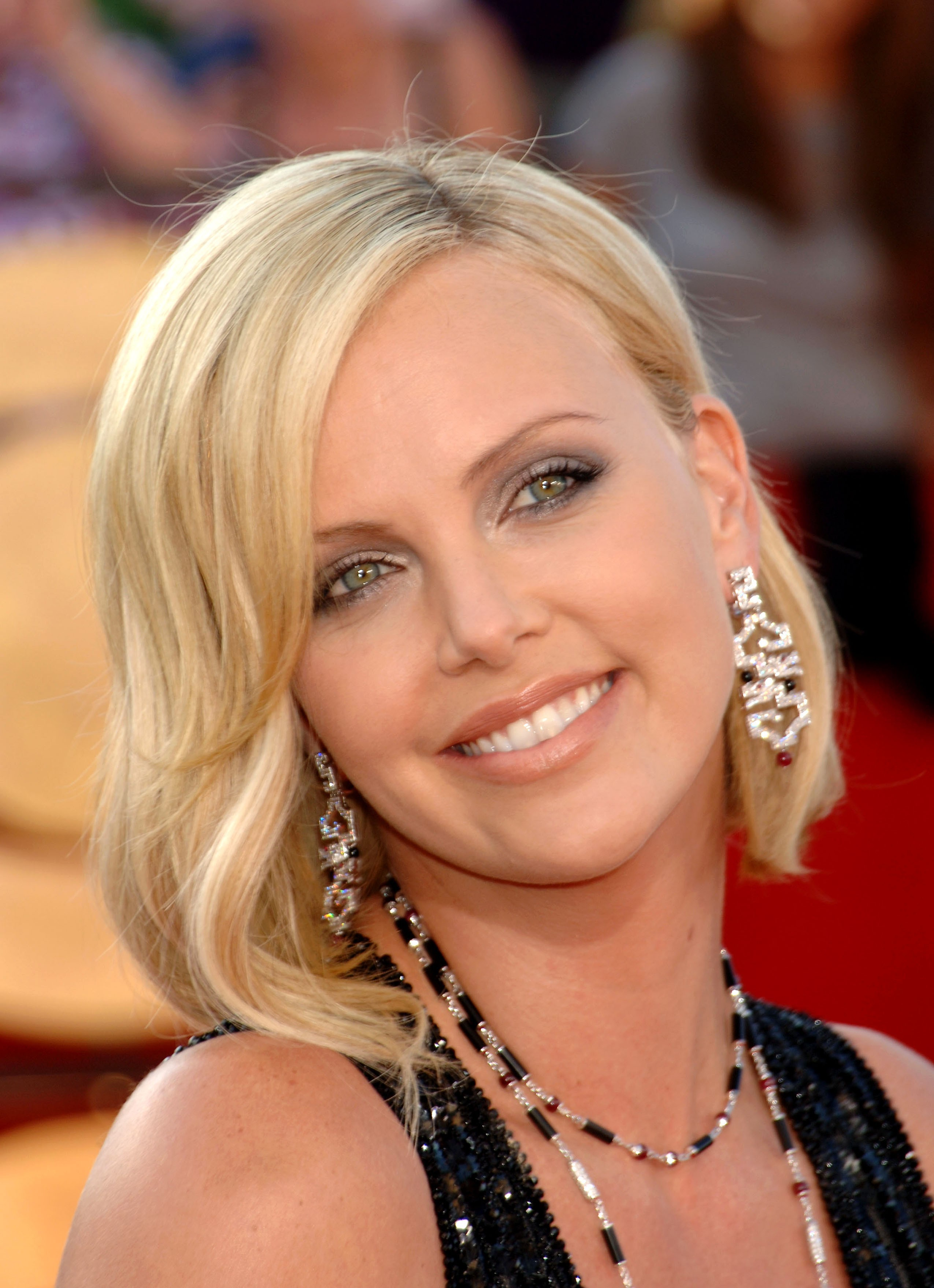 charlize theron Celebrity cities HD Wallpaper