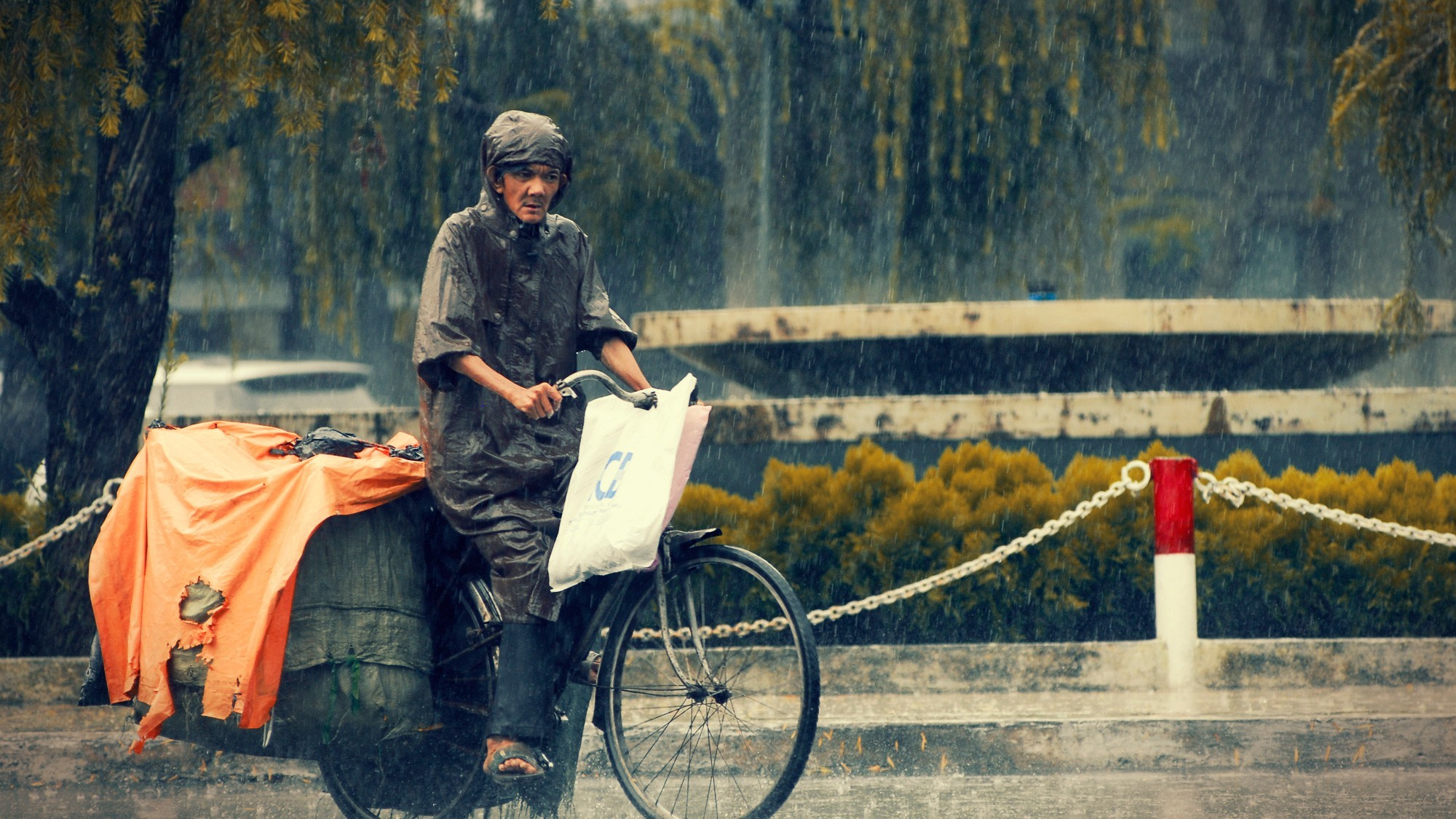 cityscapes rain Bicycles Viet HD Wallpaper