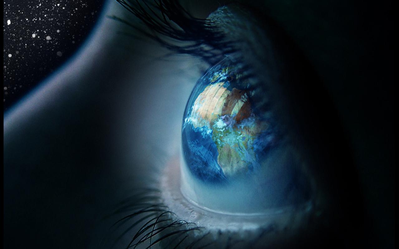 Te rralla nga bota 2 Close-up_eyes_earth_blue_space_desktop_1280x800_hd-wallpaper-28513