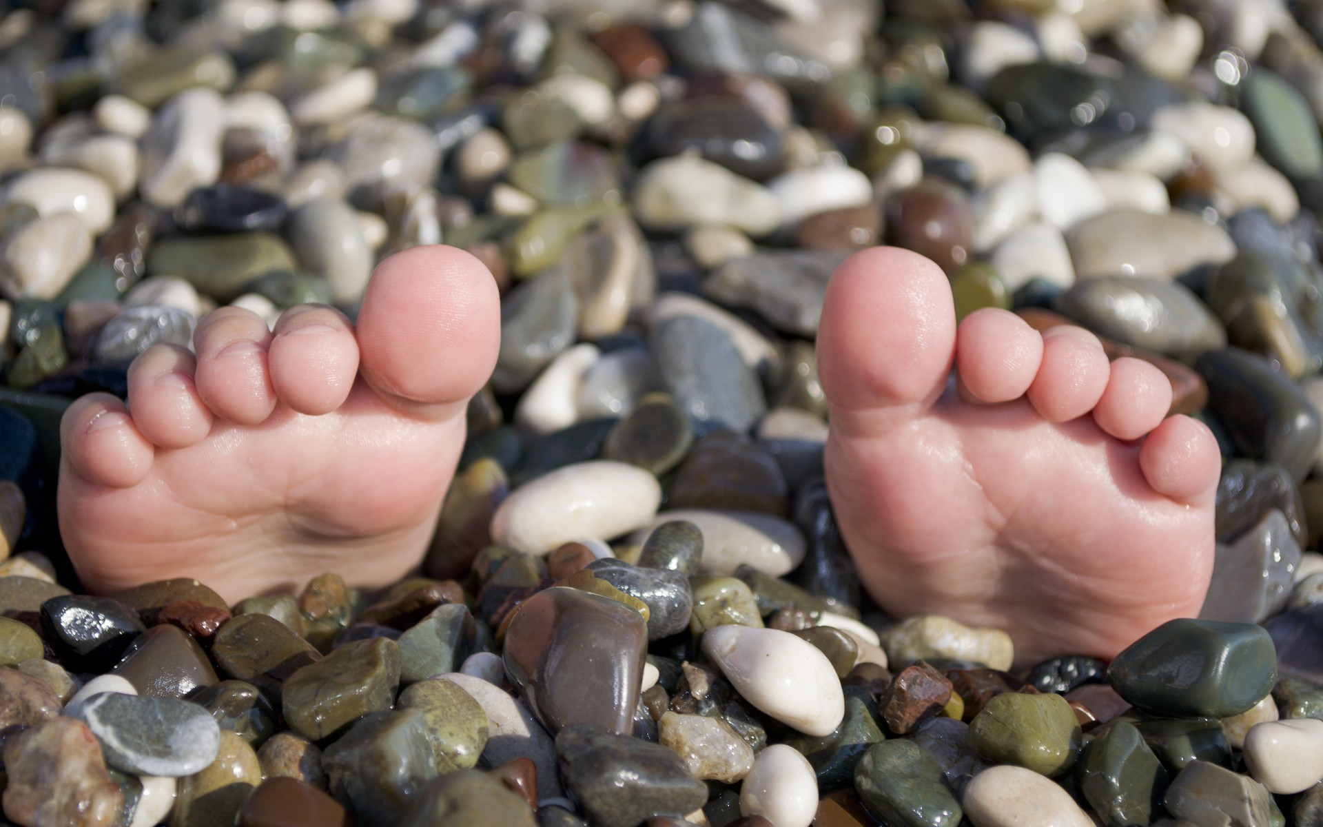 close-up feet stones toes HD Wallpaper