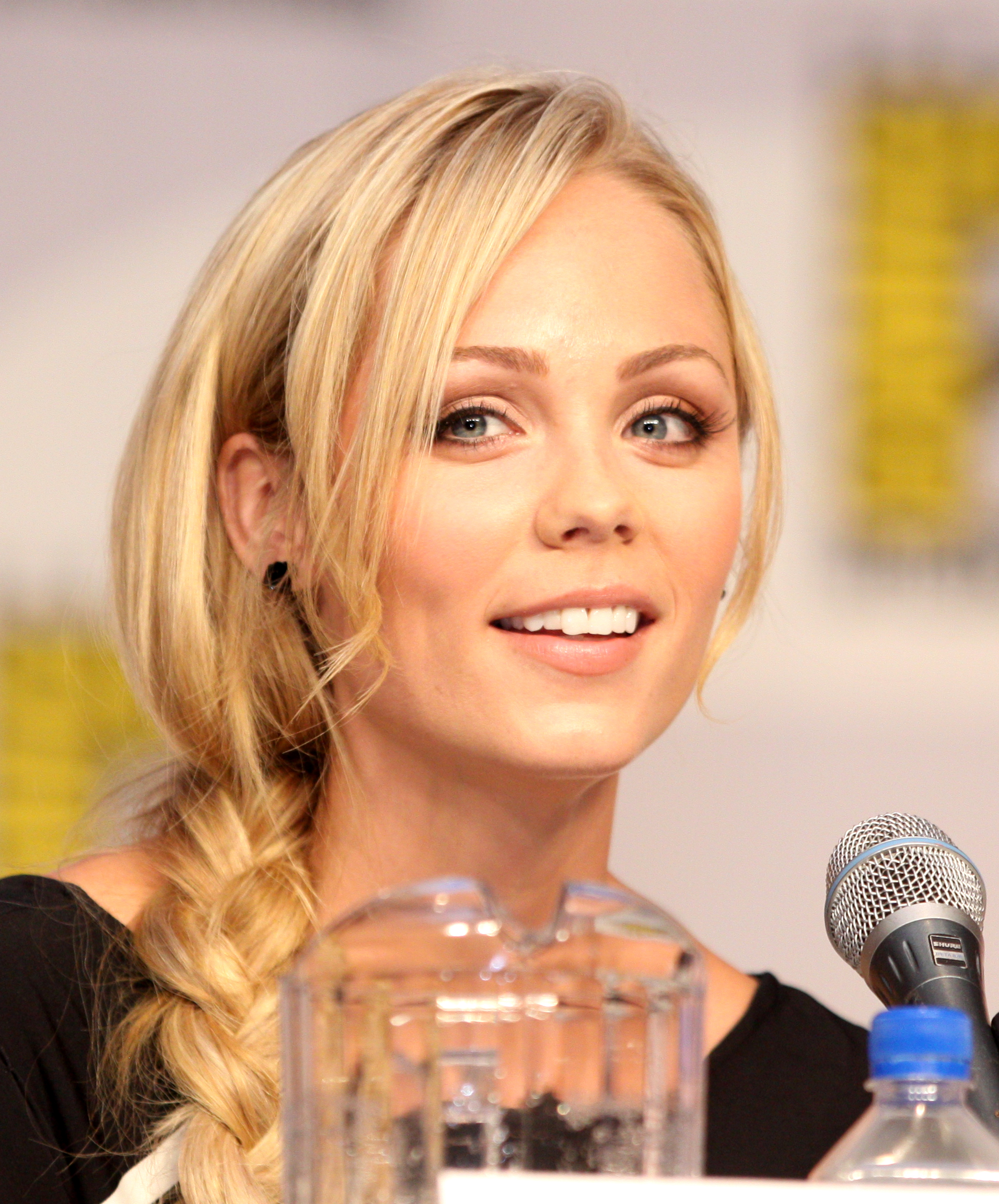 close-up Laura Vandervoort speed
