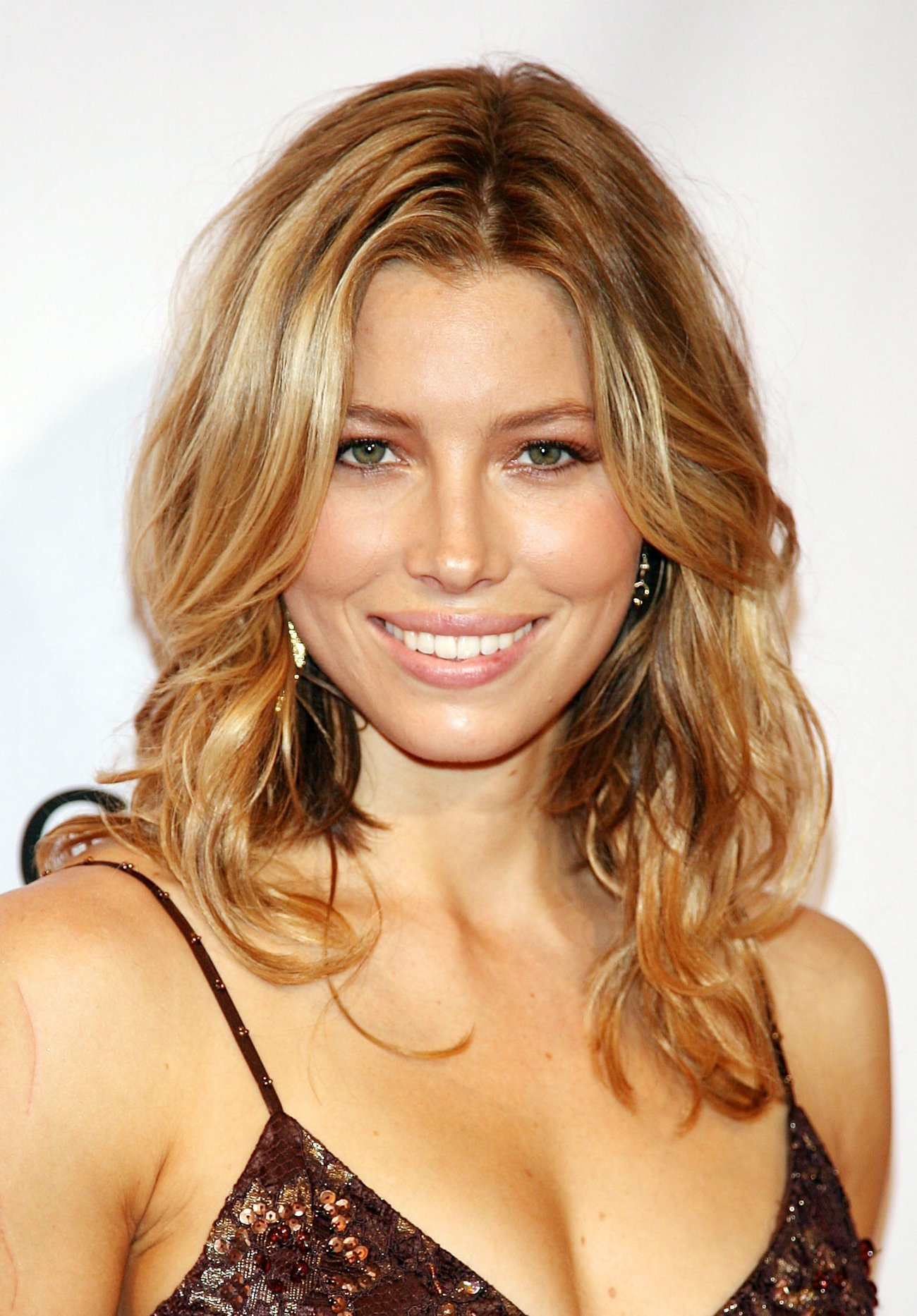 cute smile jessica-biel gorgeous HD Wallpaper