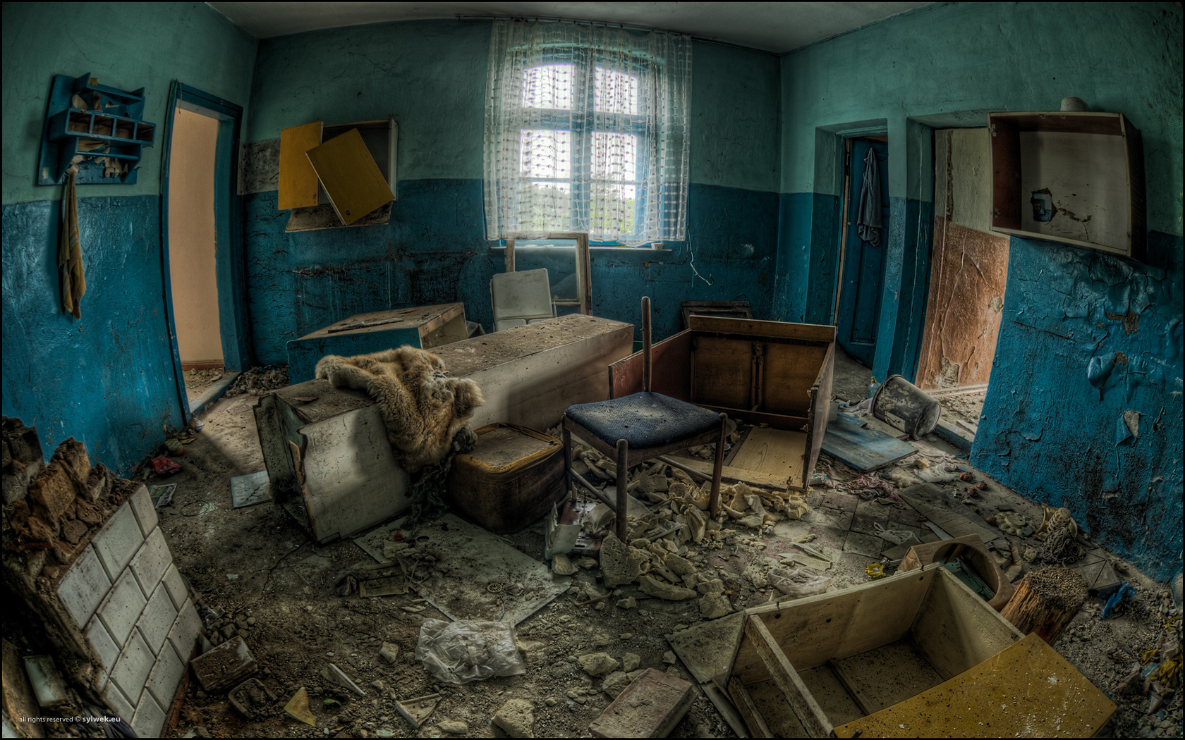 decay interior HDR Photography HD Wallpaper