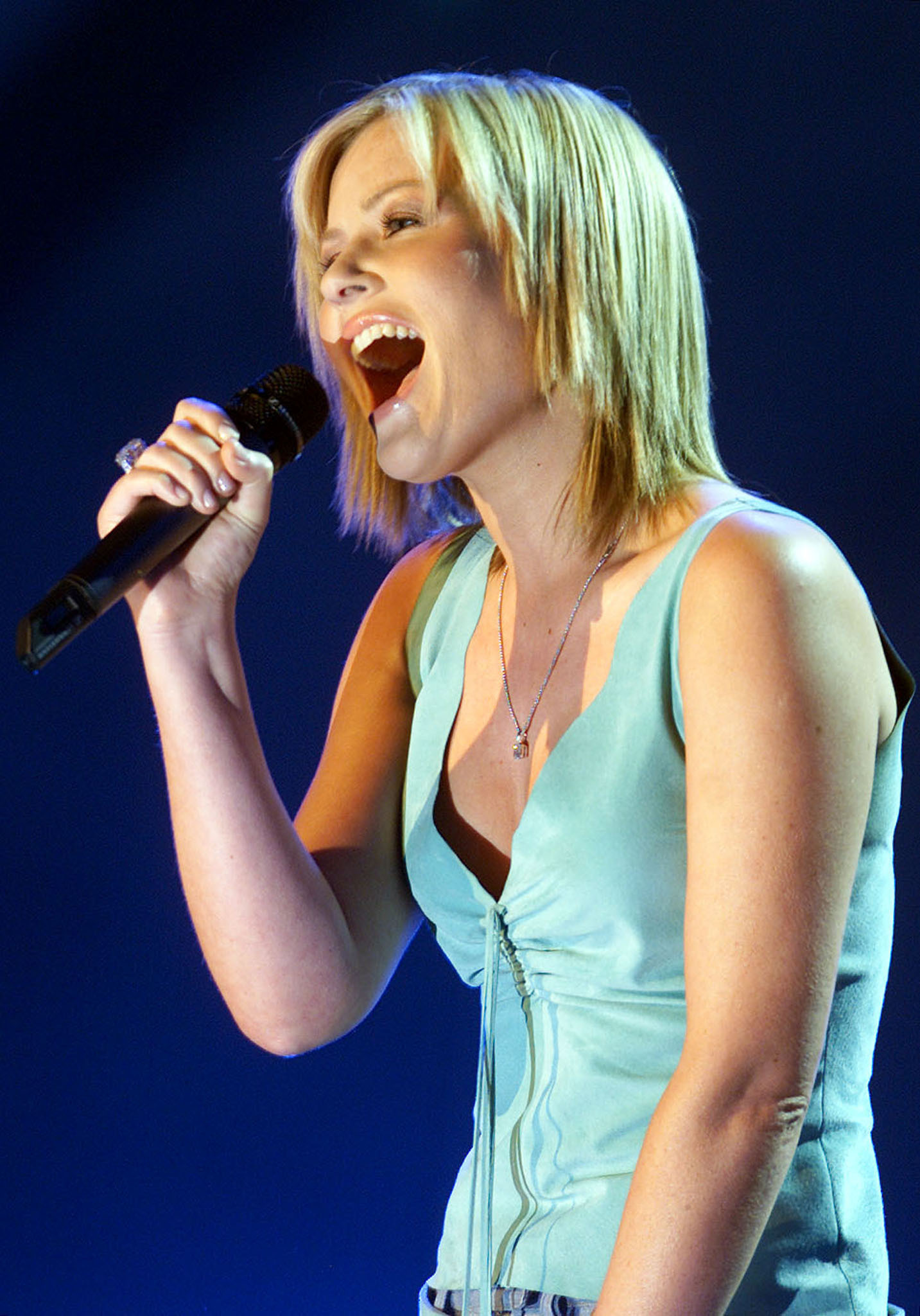 dido microphone singing Celebrity