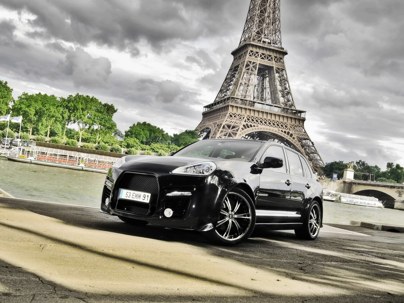 Eiffel Tower Paris cars HD Wallpaper
