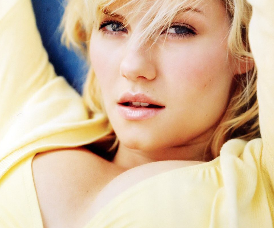 elisha cuthbert blue eyes HD Wallpaper
